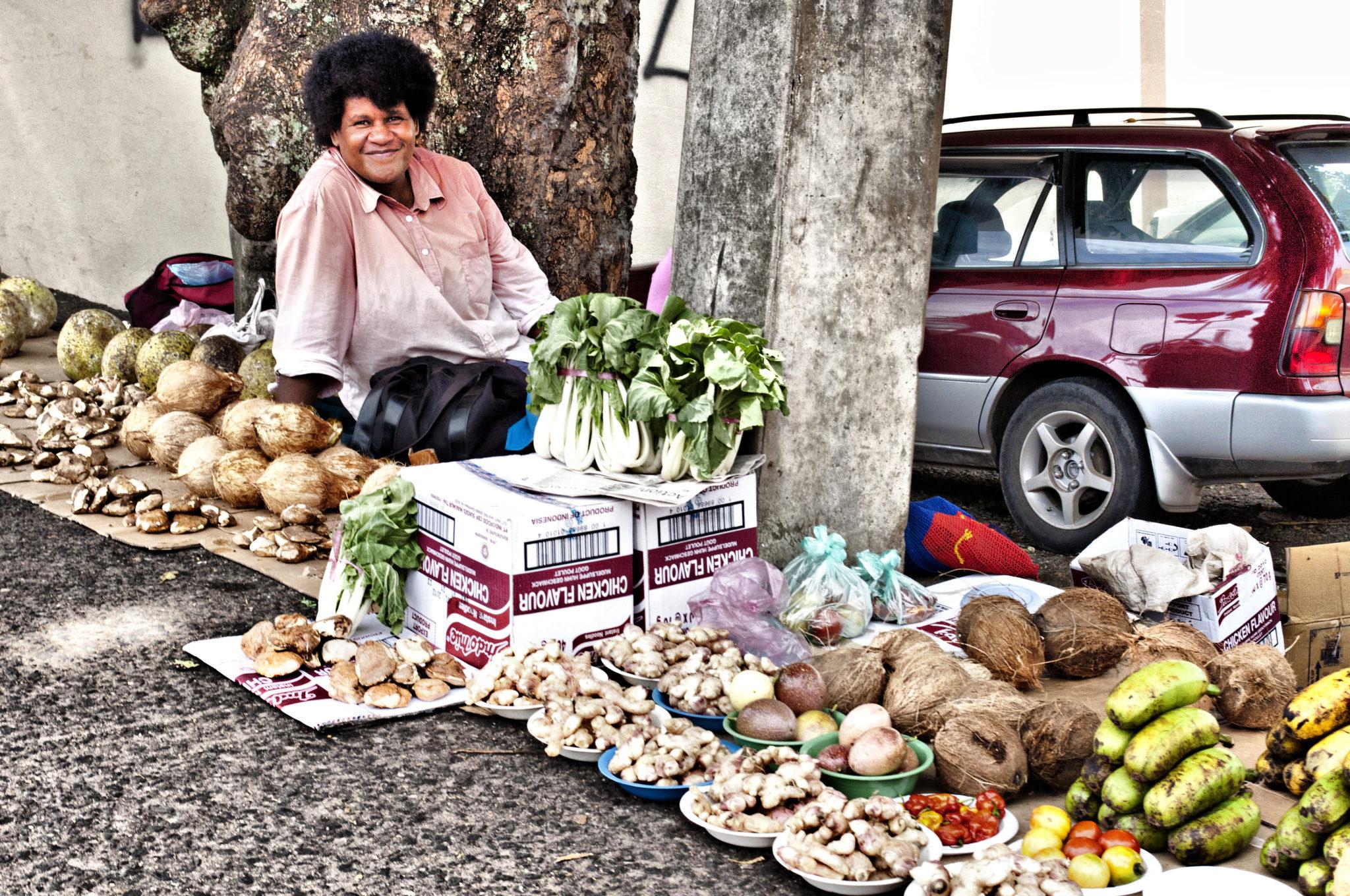 Fidschi-Inseln-Frau-Marktstand