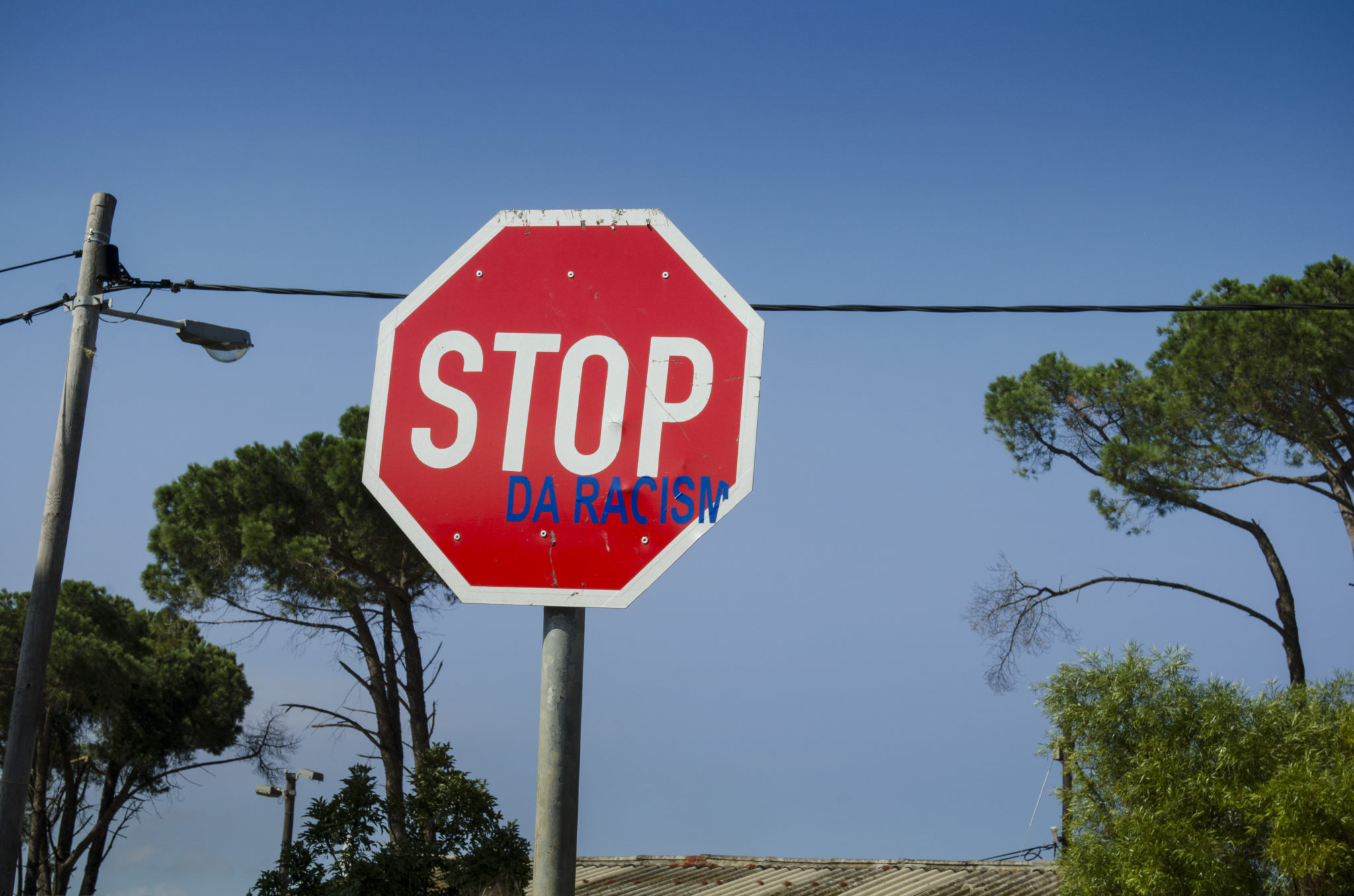 Ein Stoppschild im Township in Stellenbosch