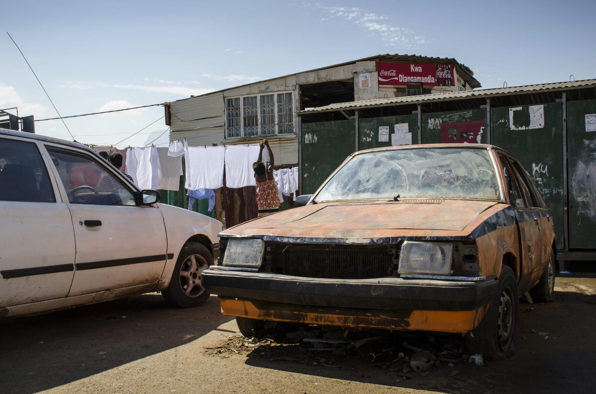 Ein altes Auto in Kayamandi