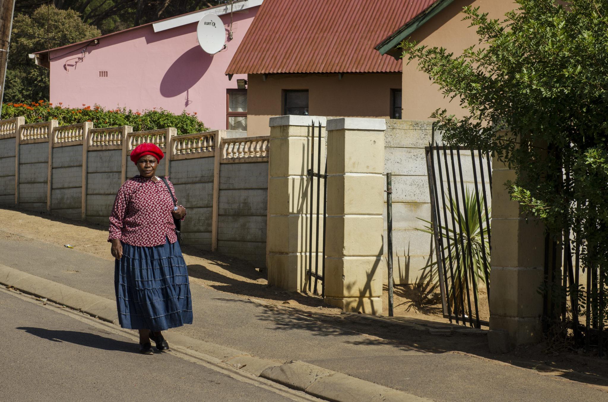 Eine Straße im Kayamandi Township in Stellenbosch in Südafrika