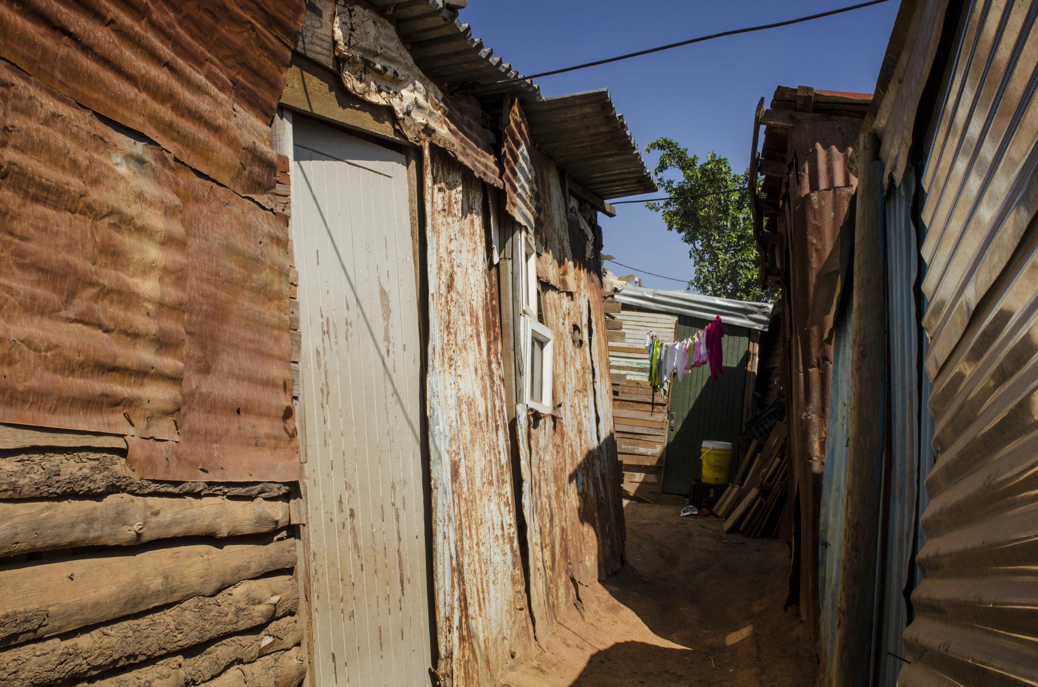kayamandi-township-stellenbosch-suedafrika-gang