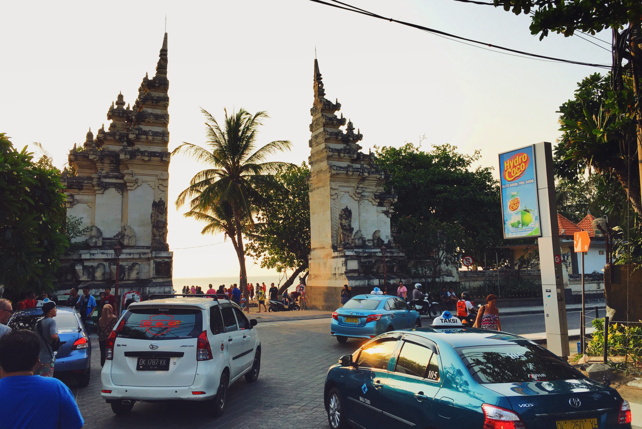 Das Tor zum Kuta Beach auf Bali