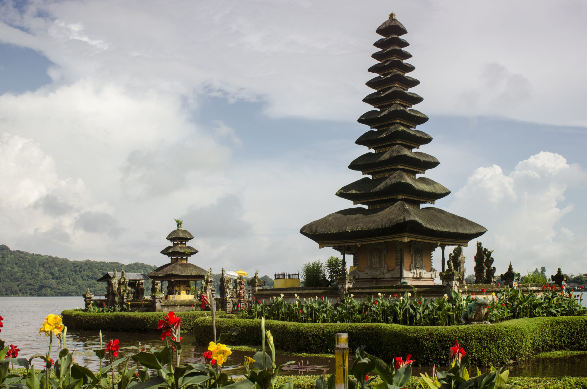 Indonesien Reisen führen meist auch zum Wassertempel Tirta Empul