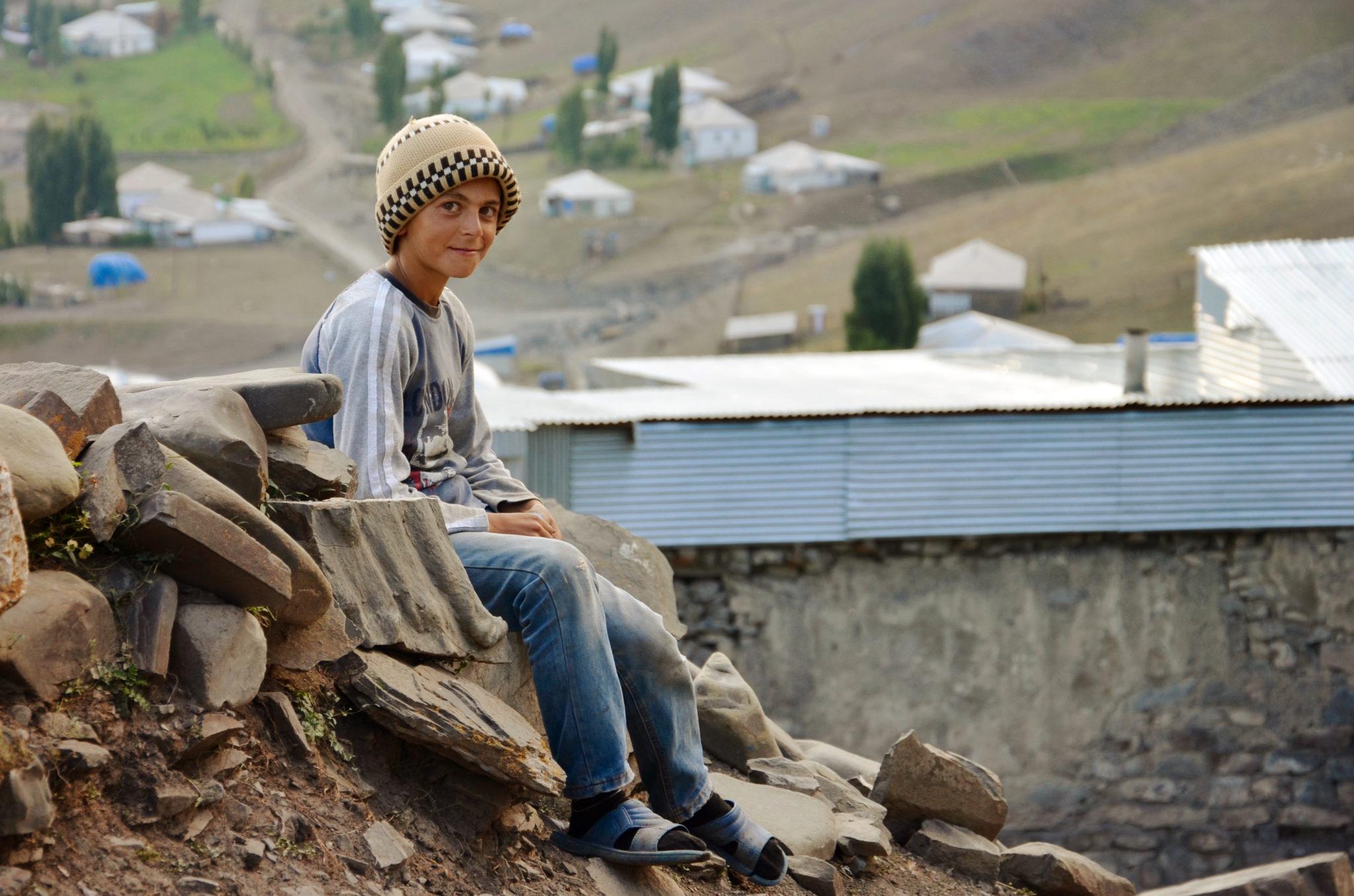 Aserbaidschan-Reisetipps-Xinalig-Junge-Kaukasus