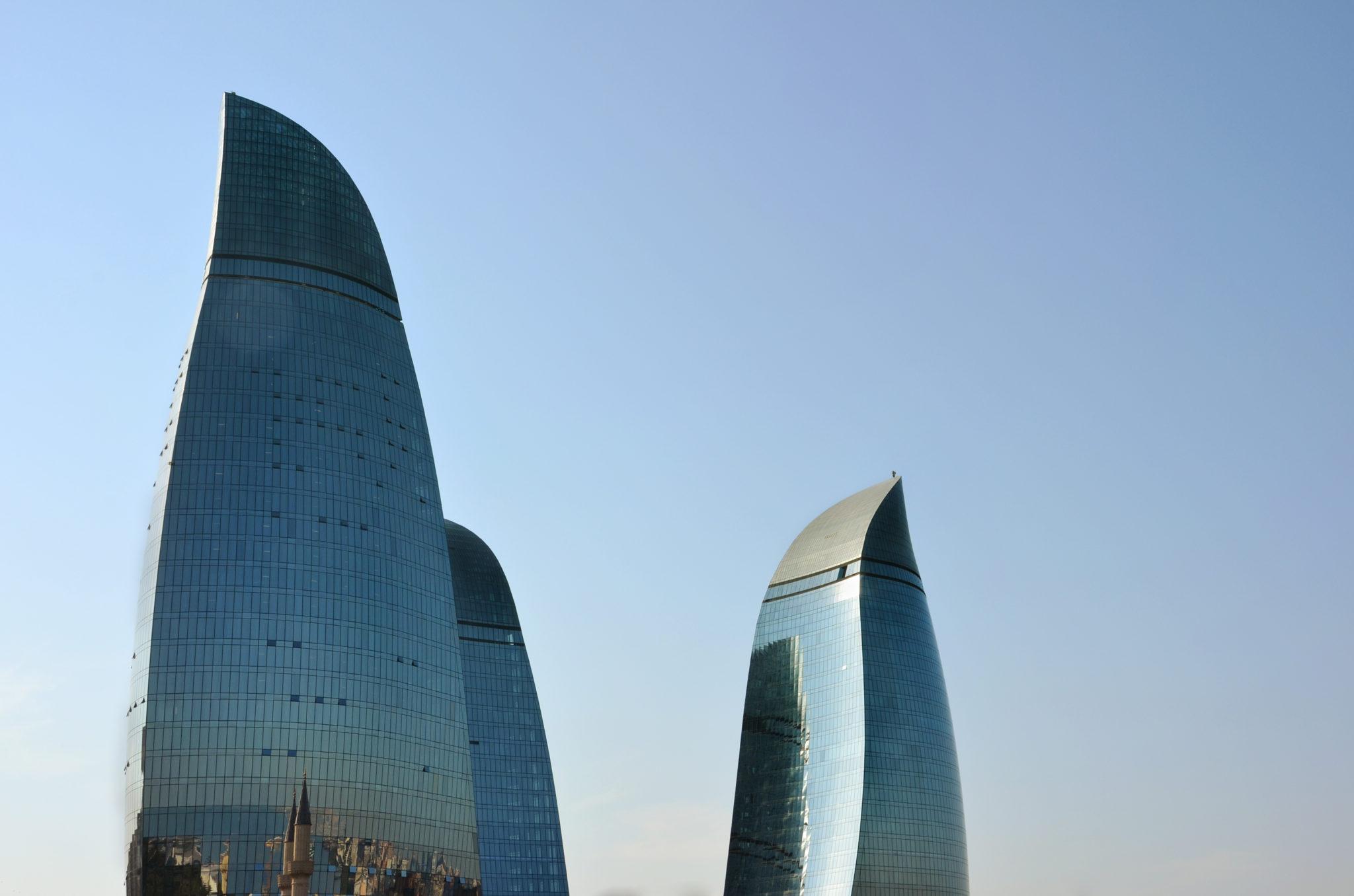 Auf Aserbaidschan Reisen dürfen die Flametowers in Baku nicht fehlen