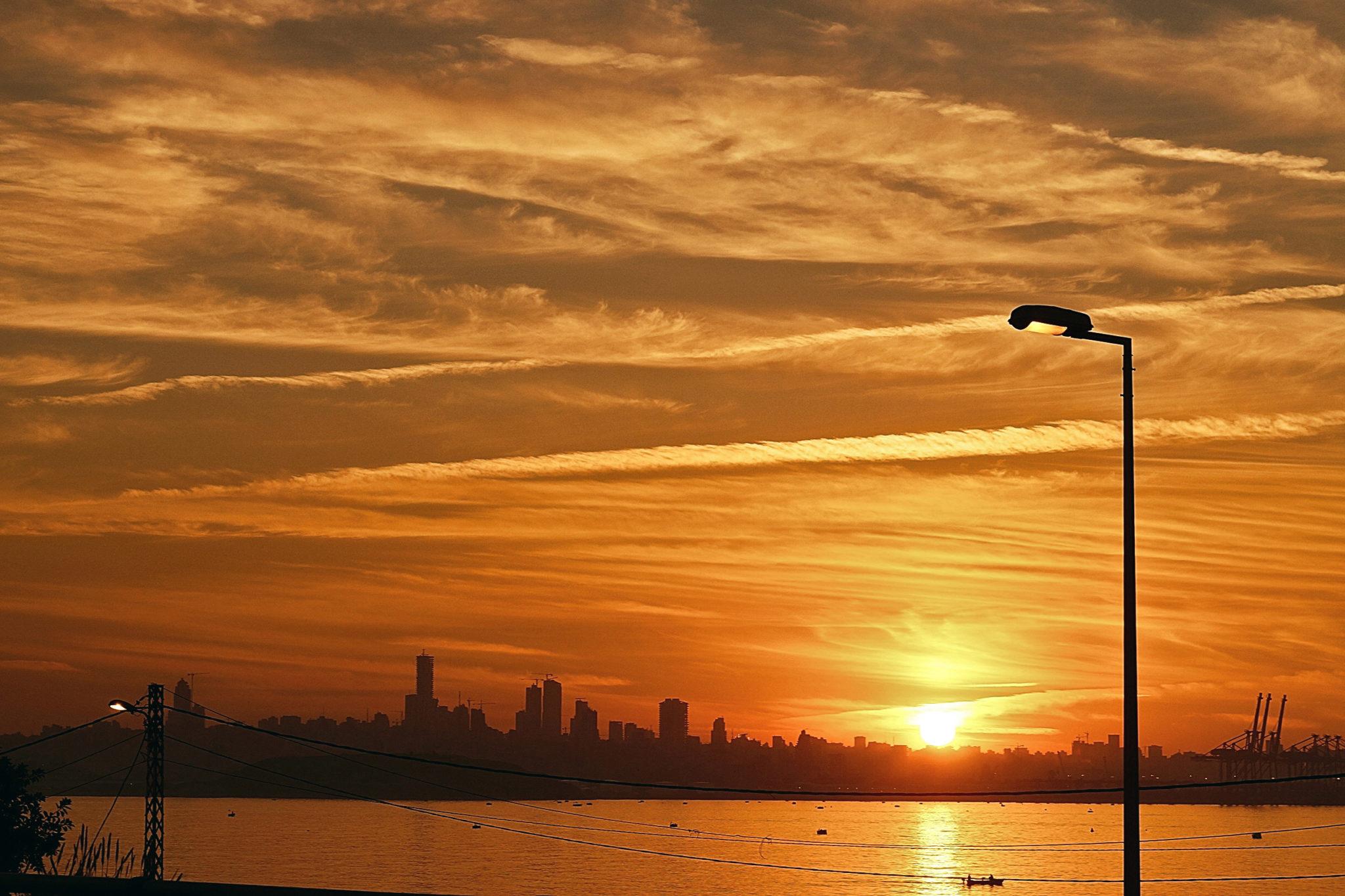 Sonnenuntergang und Beirut Skyline im Hintergrund