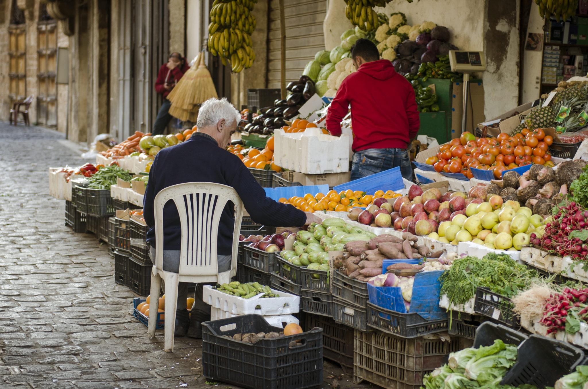 Libanon-Sehenswuerdigkeiten-Markt-Stand