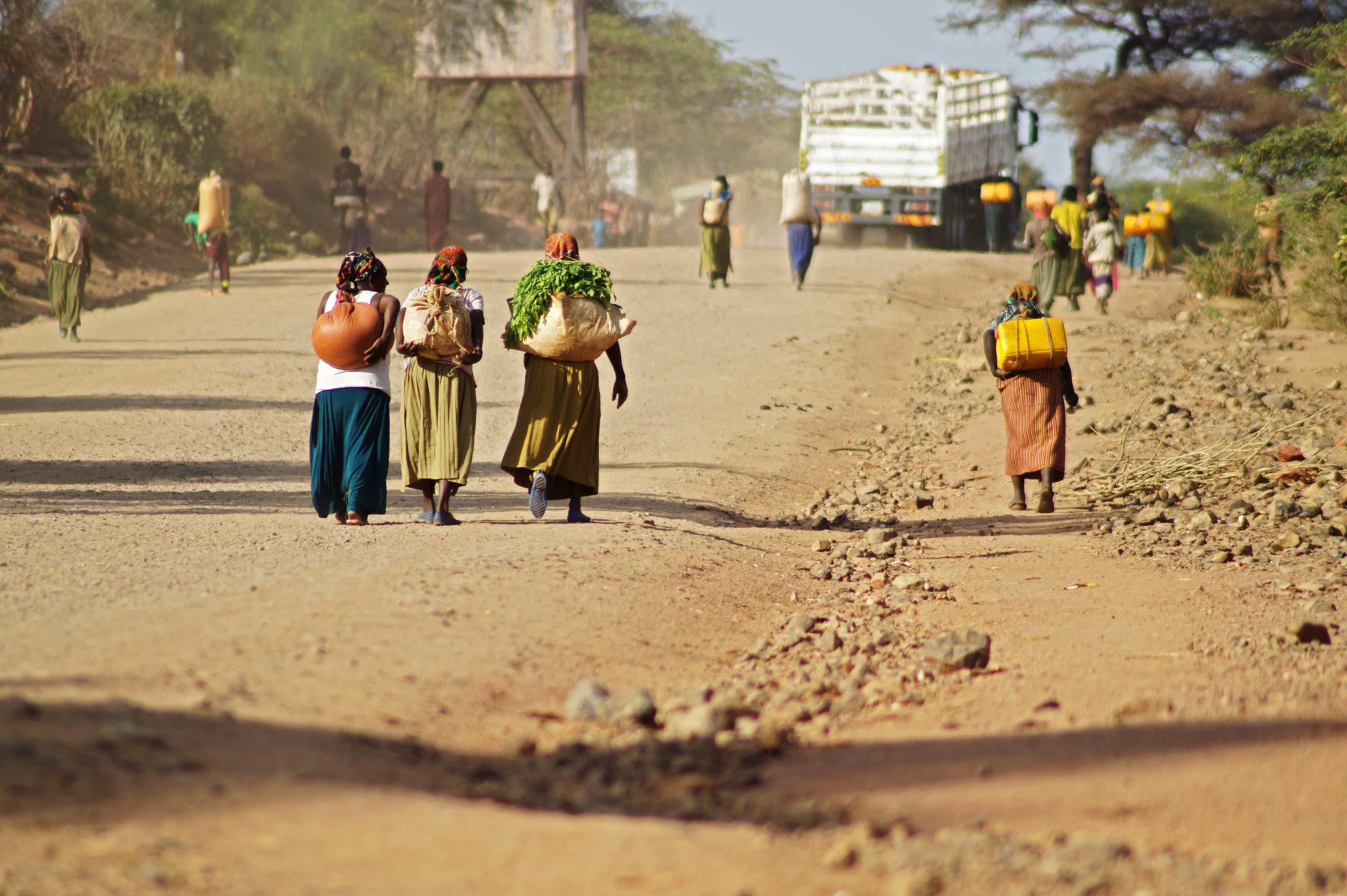 Eine Straße in Arba Minch auf dem Weg zum Menschenzoo in Südäthiopien