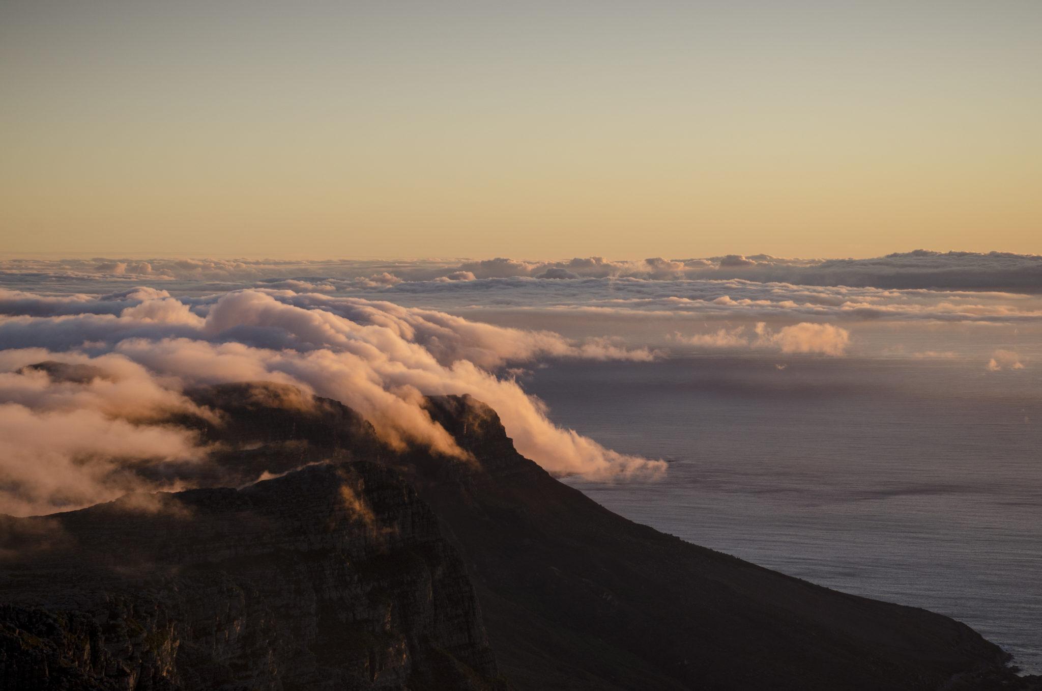 Suedafrika-Backpacking-Kapstadt-Tafelberg-Sonnenuntergang