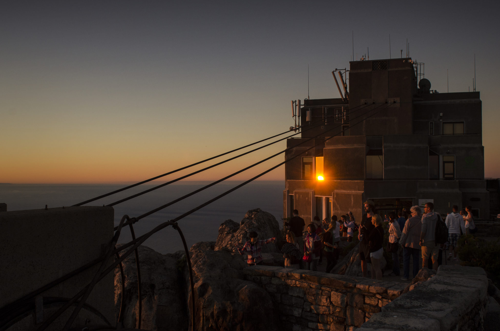 Suedafrika-Backpacking-Sonnenuntergang-Tafelberg