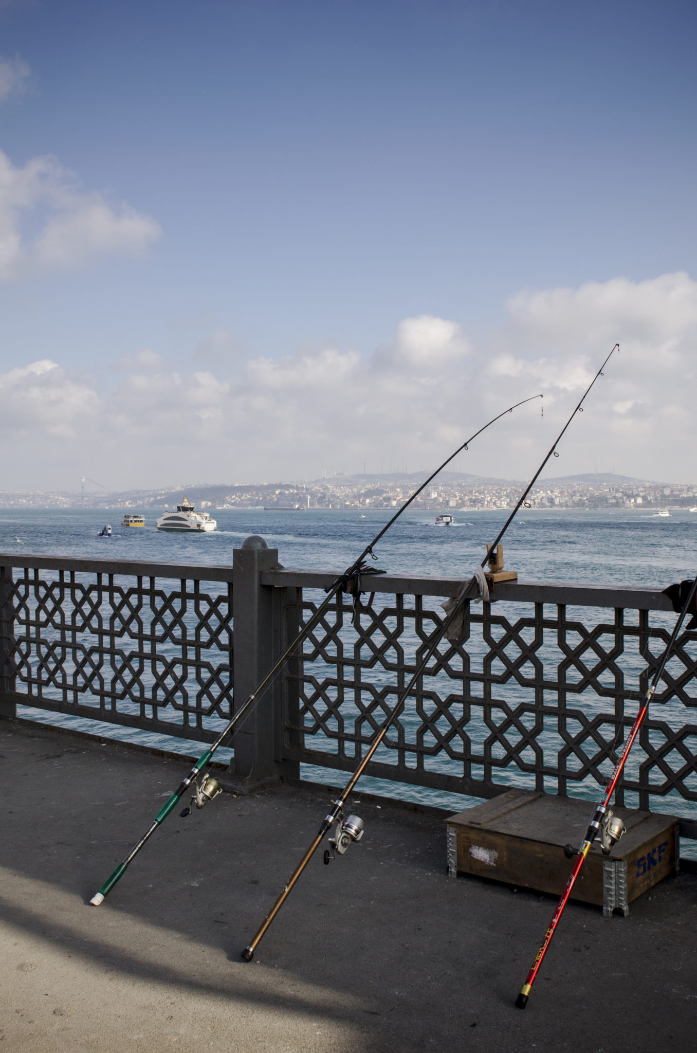 Angler auf der Galata-Brücke in Istanbul