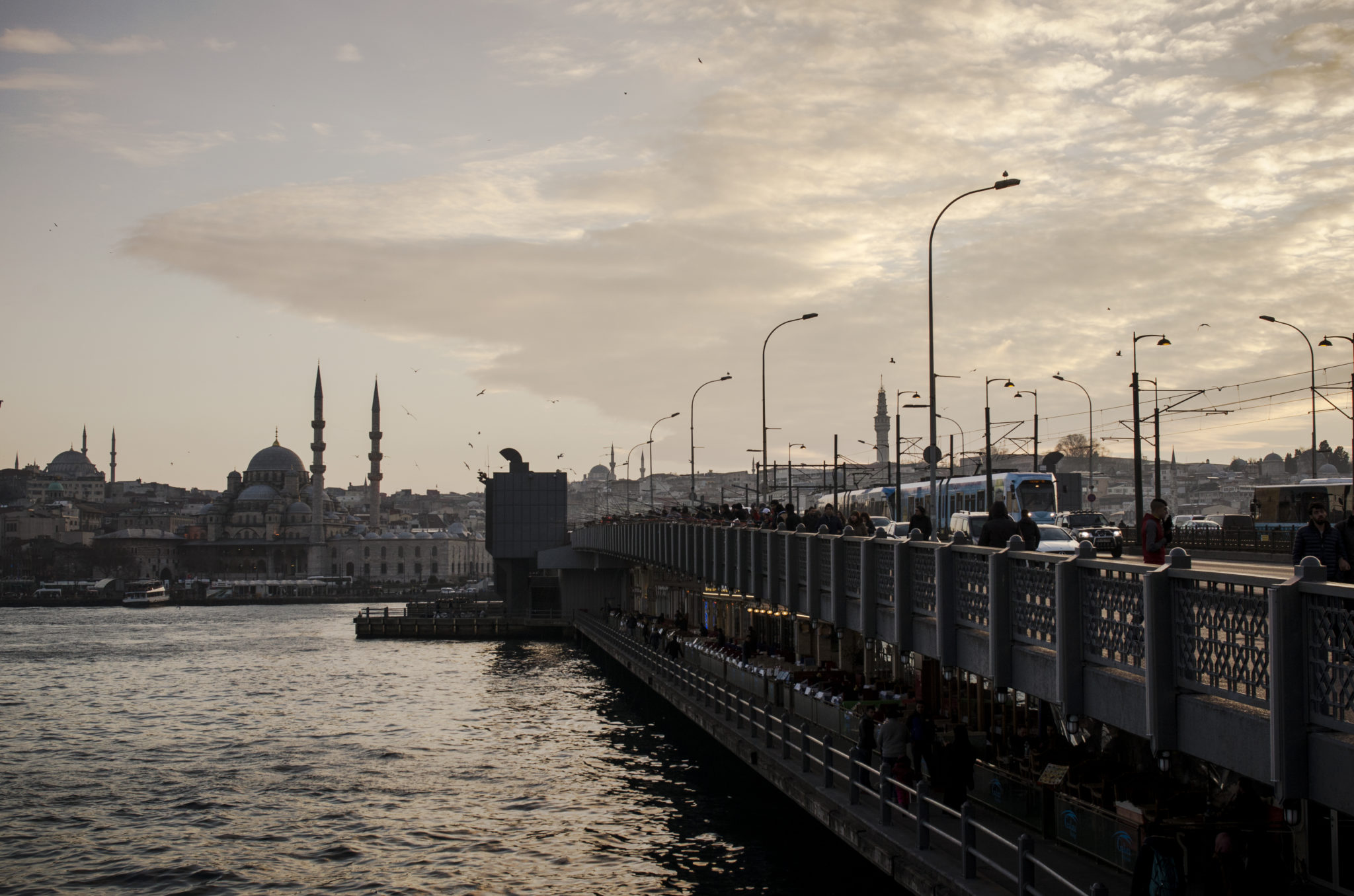 Tuerkei-Sehenswuerdigkeiten-Galata-Bruecke-Istanbul