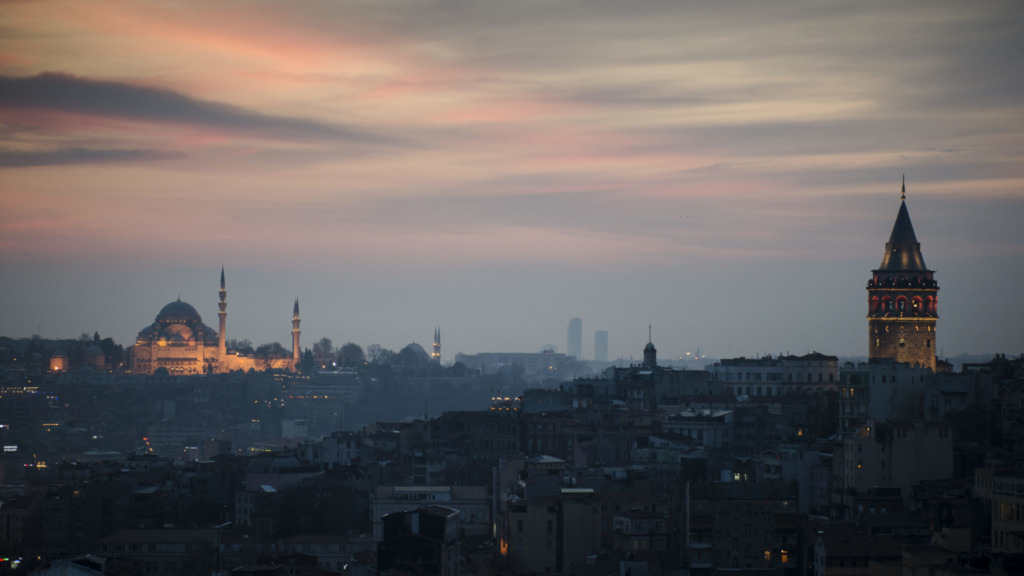 Tuerkei-Sehenswuerdigkeiten-Istanbul-Galata-Turm