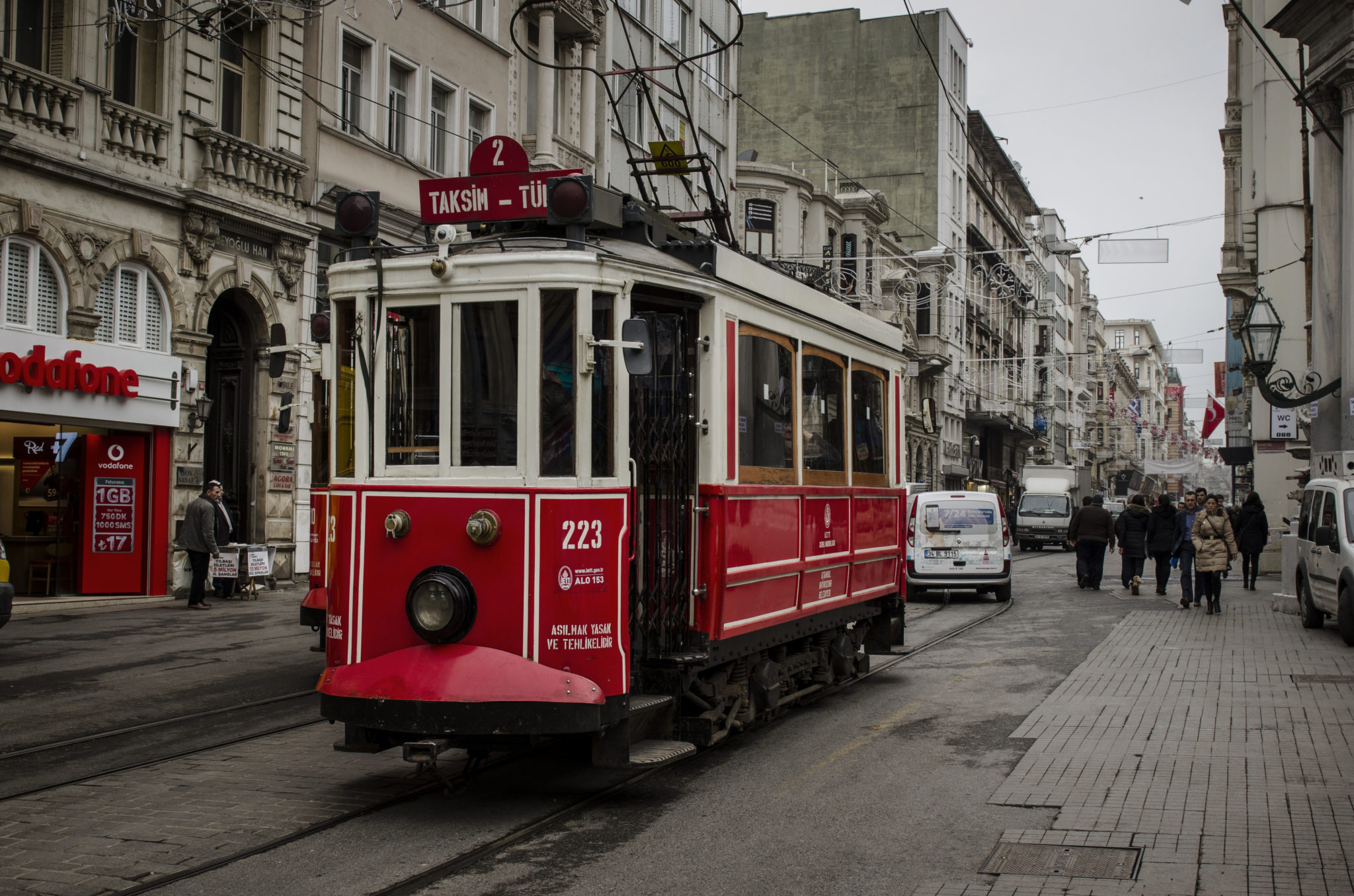 Tuerkei-Sehenswuerdigkeiten-Taksim-Tuennel-Straßenbahn