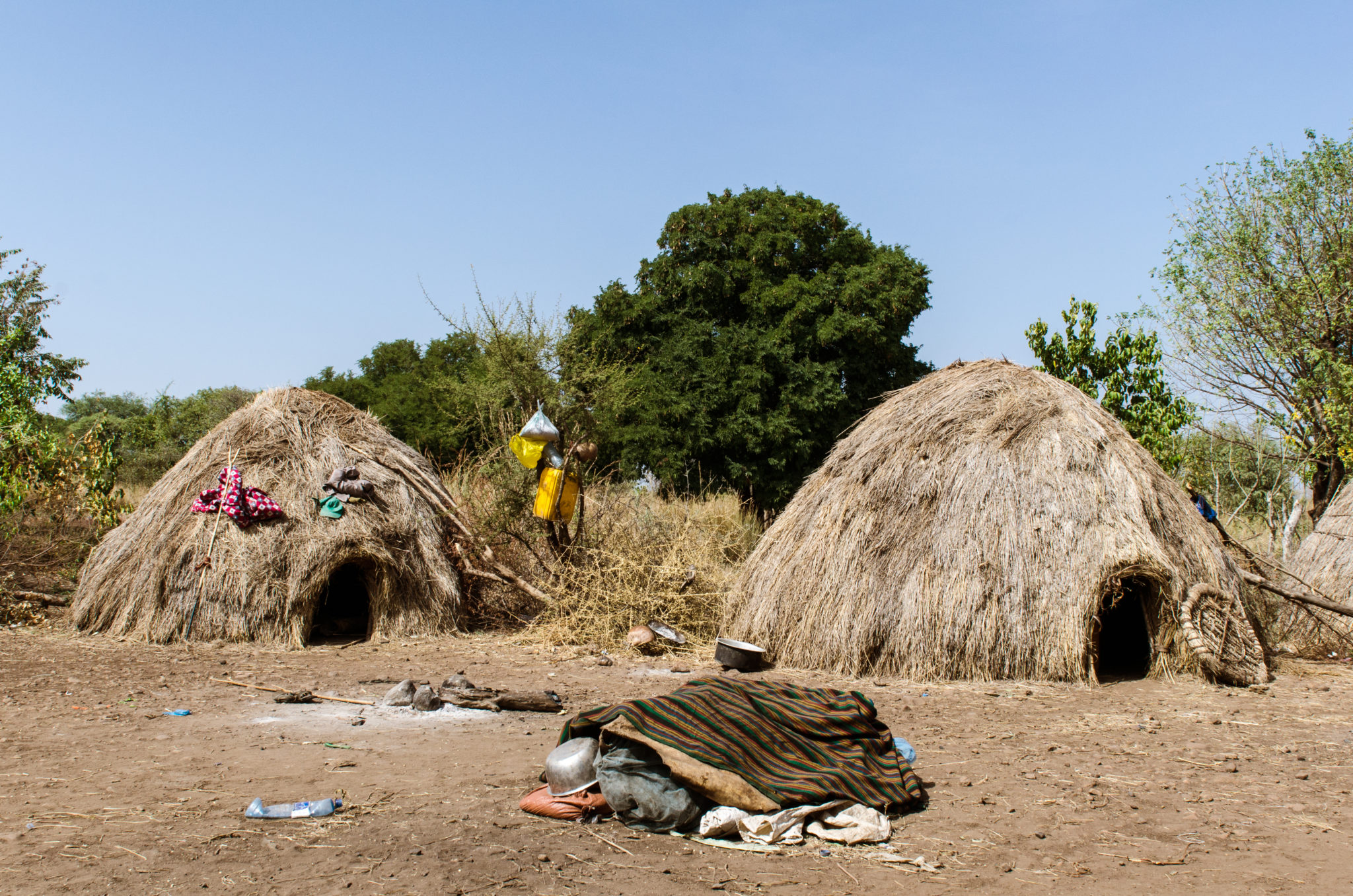mursi-volk-aethiopien-dorf