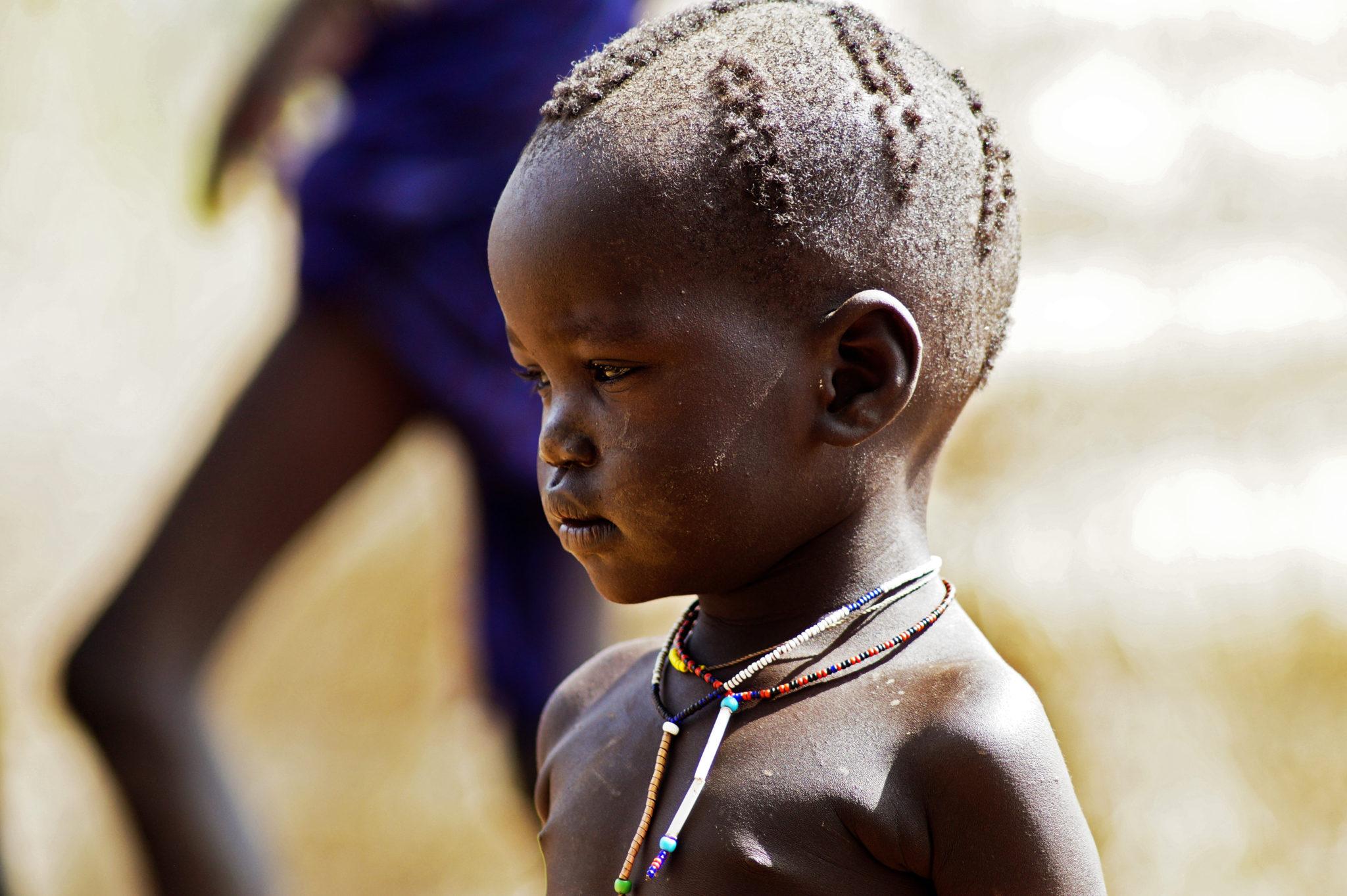 mursi-volk-aethiopien-kinder-junge