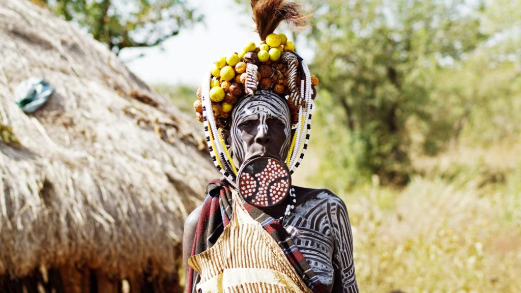 mursi-volk-aethiopien-tonteller-tellerlippen