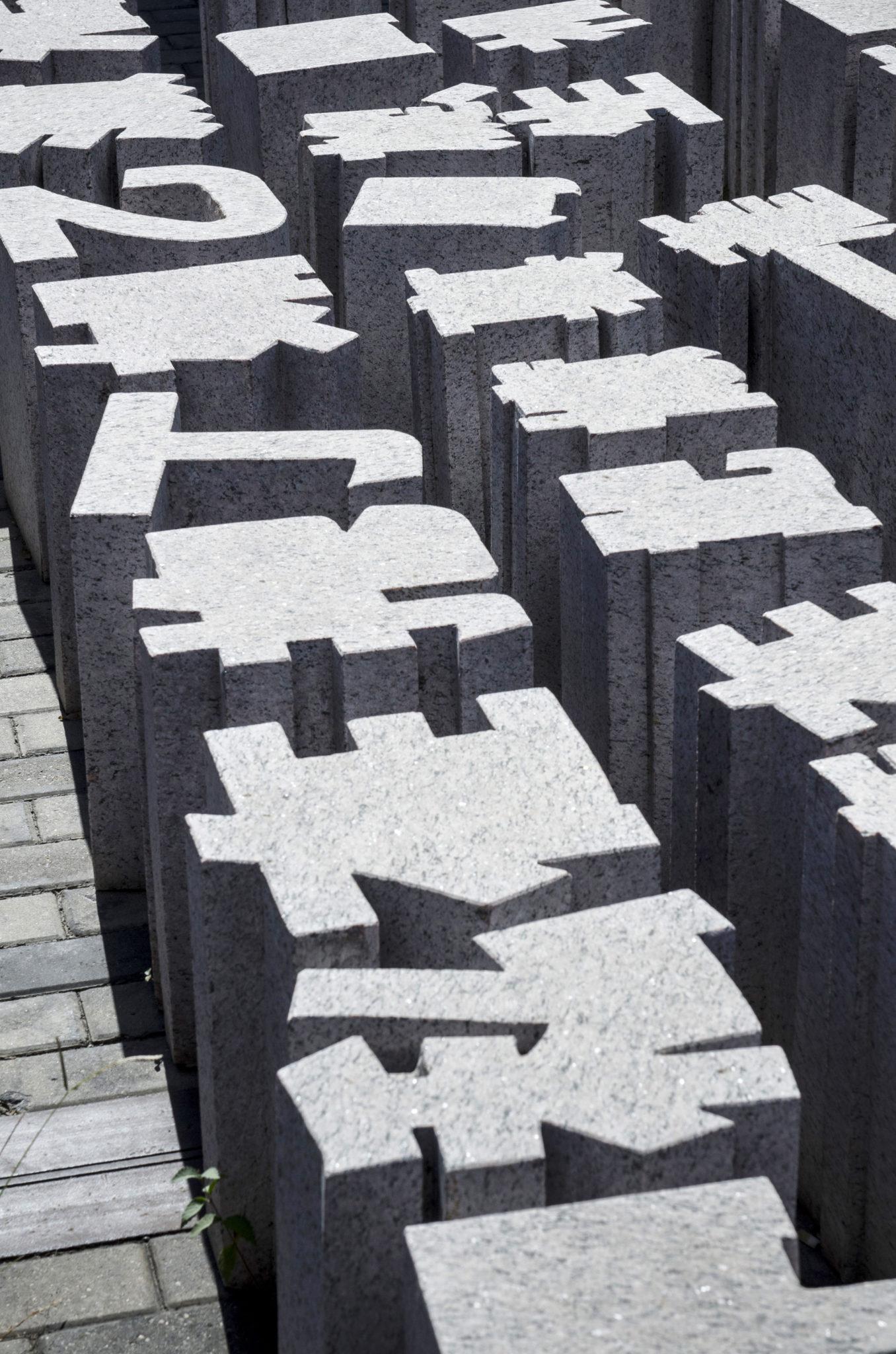 Schriftzeichen als Kunst im Pekinger Kunstviertel