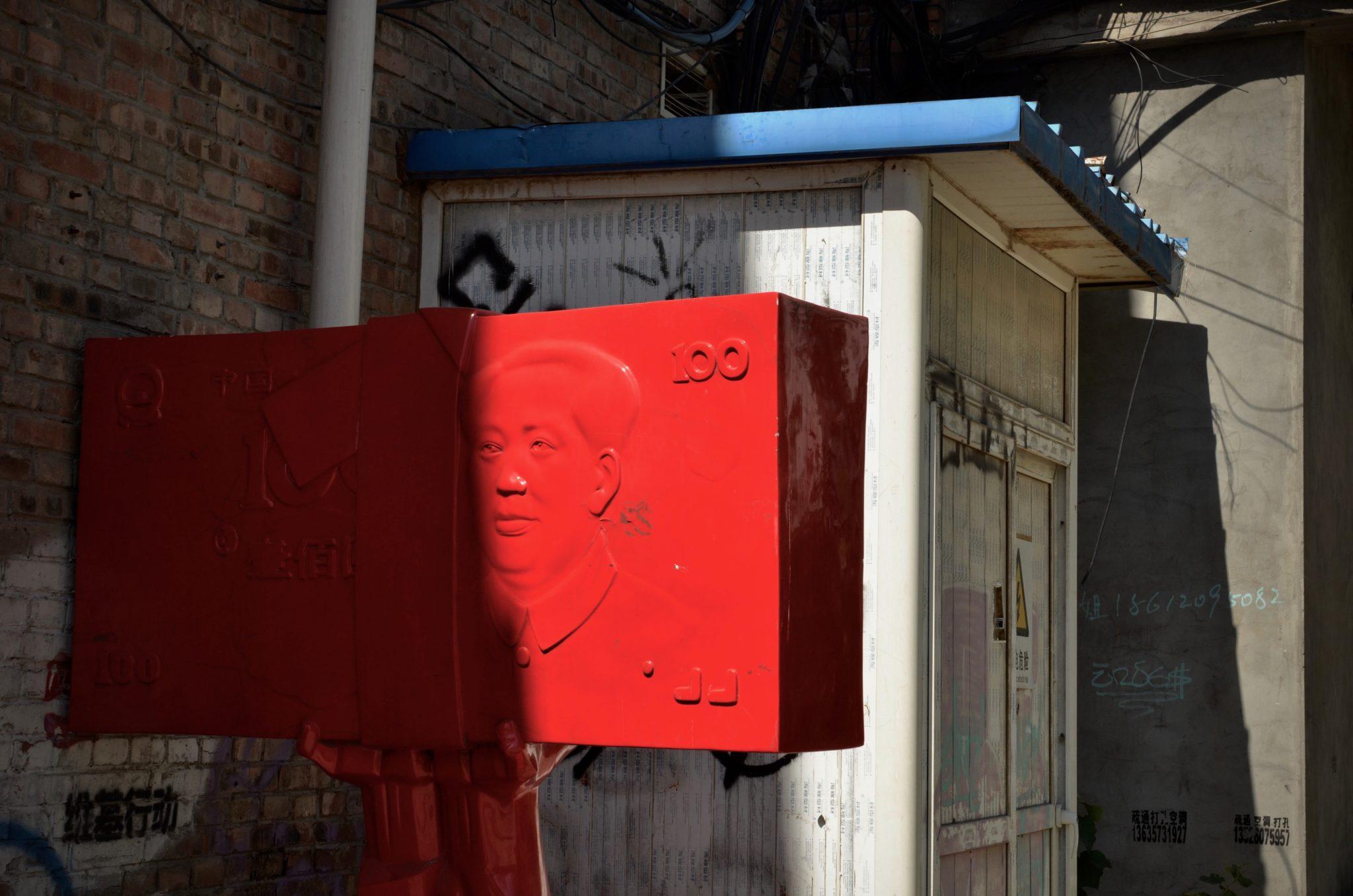 Kunst aus chinesischen Geldscheinen und Mao im Kunst Quartier in Peking