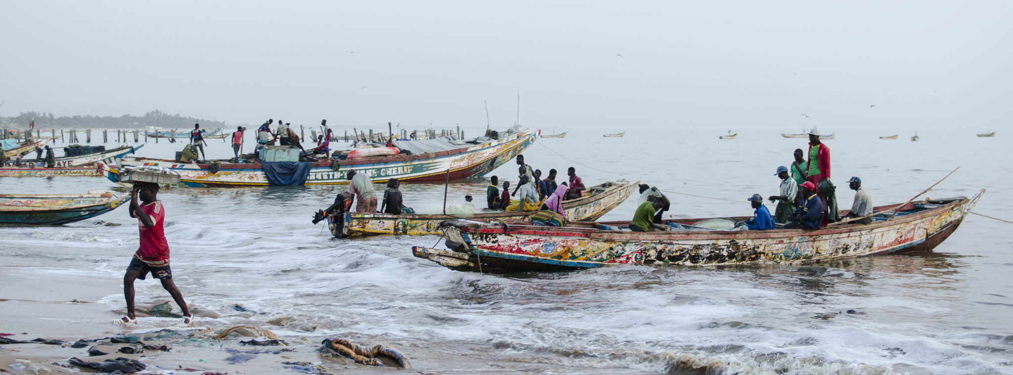 Fischmarkt-Mbour-bunte-Piroge-Senegal-Slider