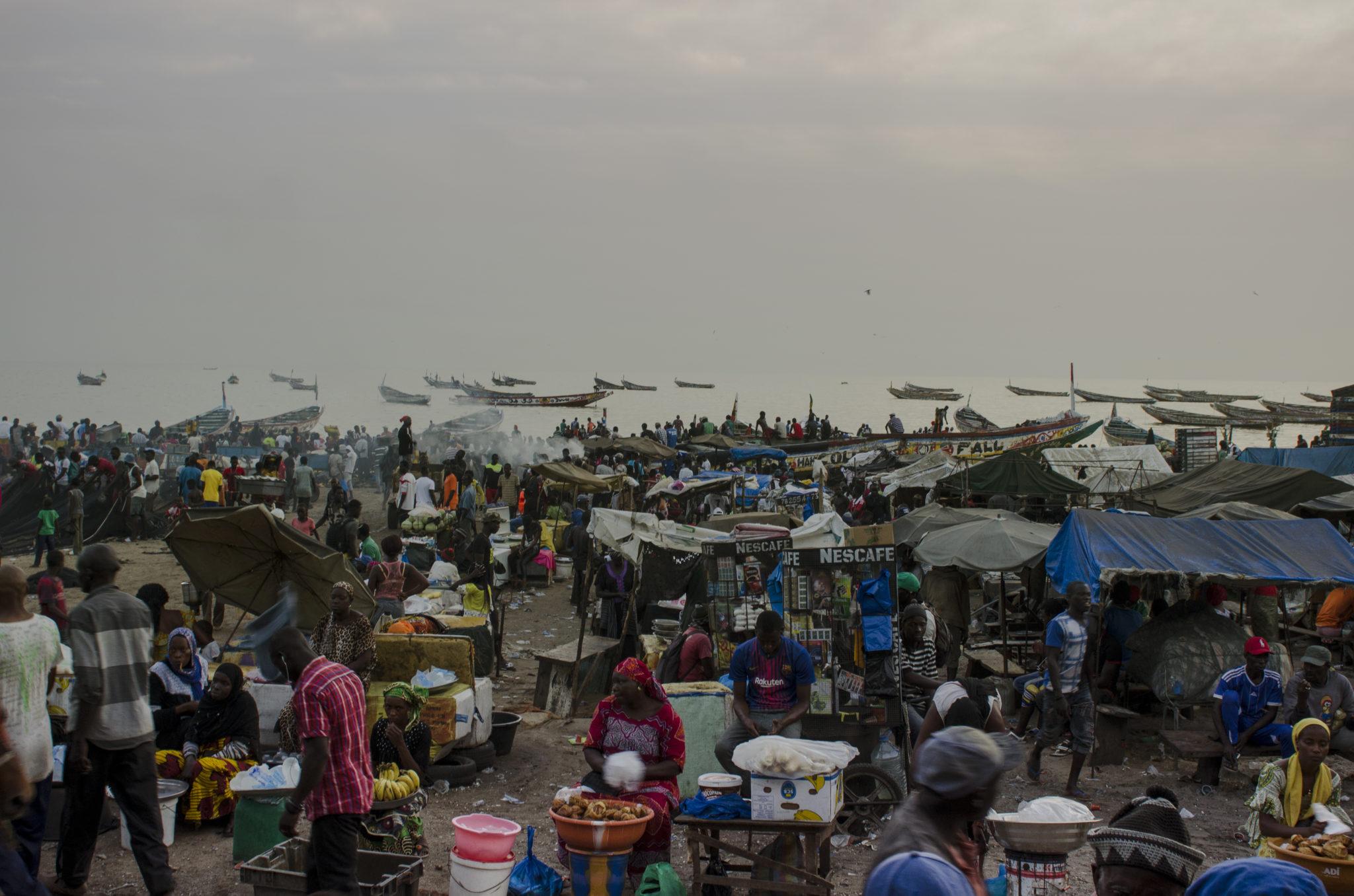 Fischmarkt-Mbour-von-oben