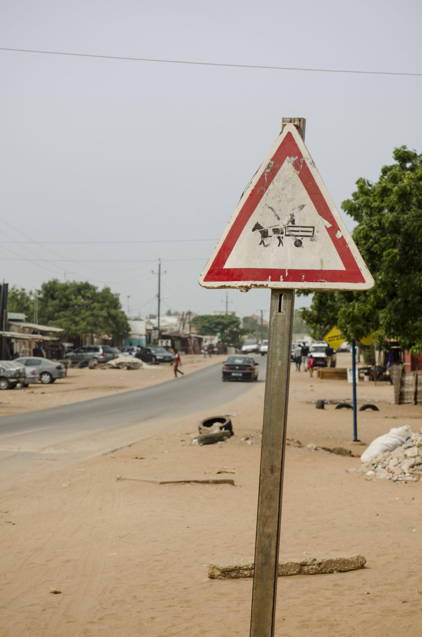 Straßenschild in Mbour im Senegal