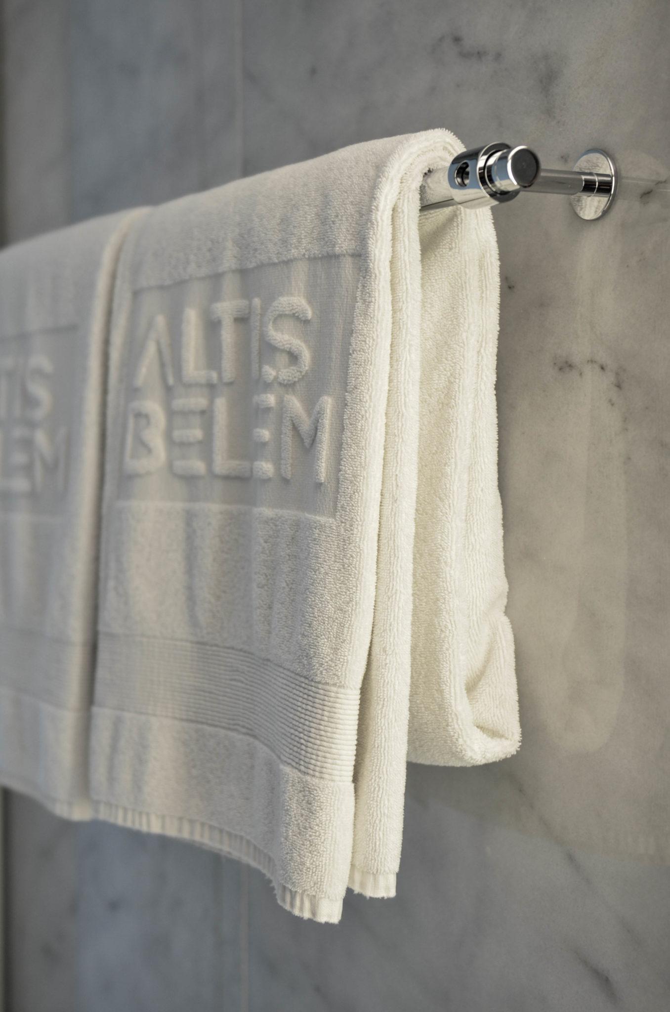 Altis-Belem-Hotel-Lissabon-Review-Handtuch-Badezimmer