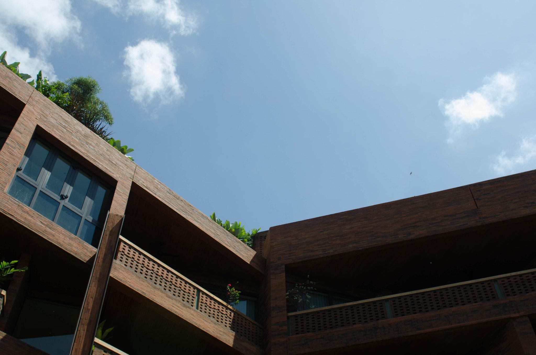 Katamama-Hotel-Bali-Backsteine-Front-Seminyak