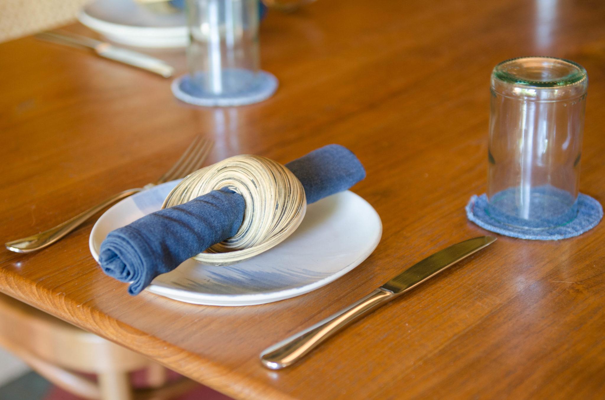 Ein gedeckter Tisch im Hotelrestaurant