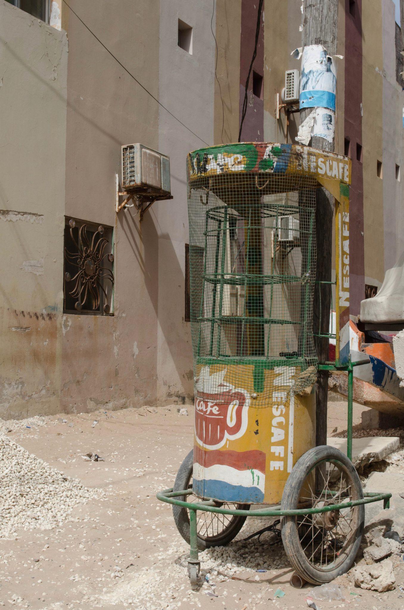 Senegal-Sehenswuerdigkeiten-Nescafe-Stand