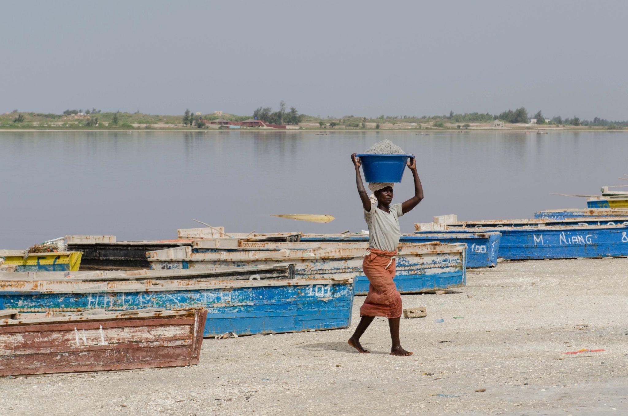 Am Lac Rose in der Nähe von Dakar wird Salz abgebaut