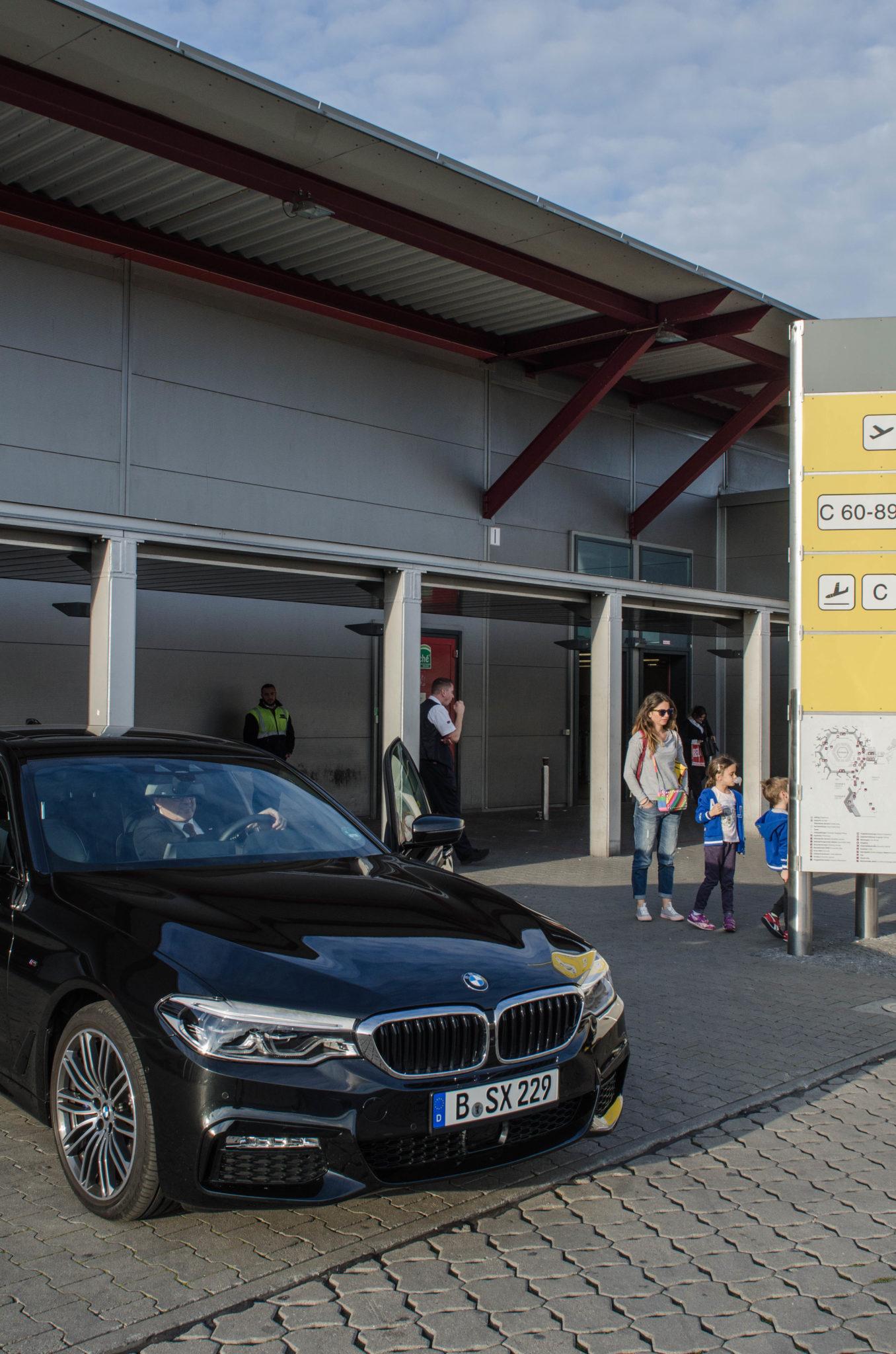 Bei Ankunft in Berlin wartet für die Passagiere der Hainan Business Class bereits die Limousine.