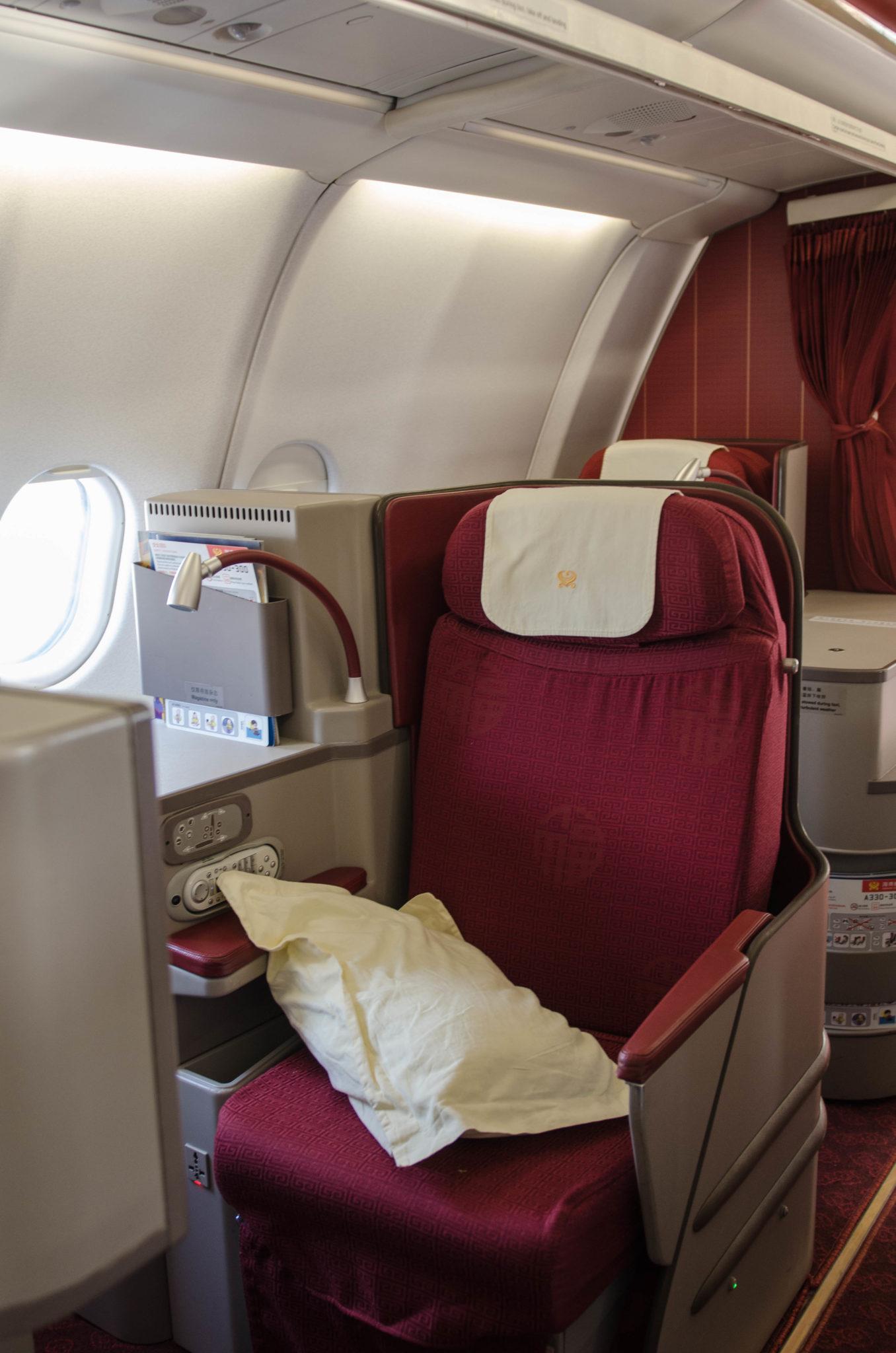 Gemütlich und komfortabel: Die Sitze der Hainan Business Class auf dem Flug von Peking nach Berlin