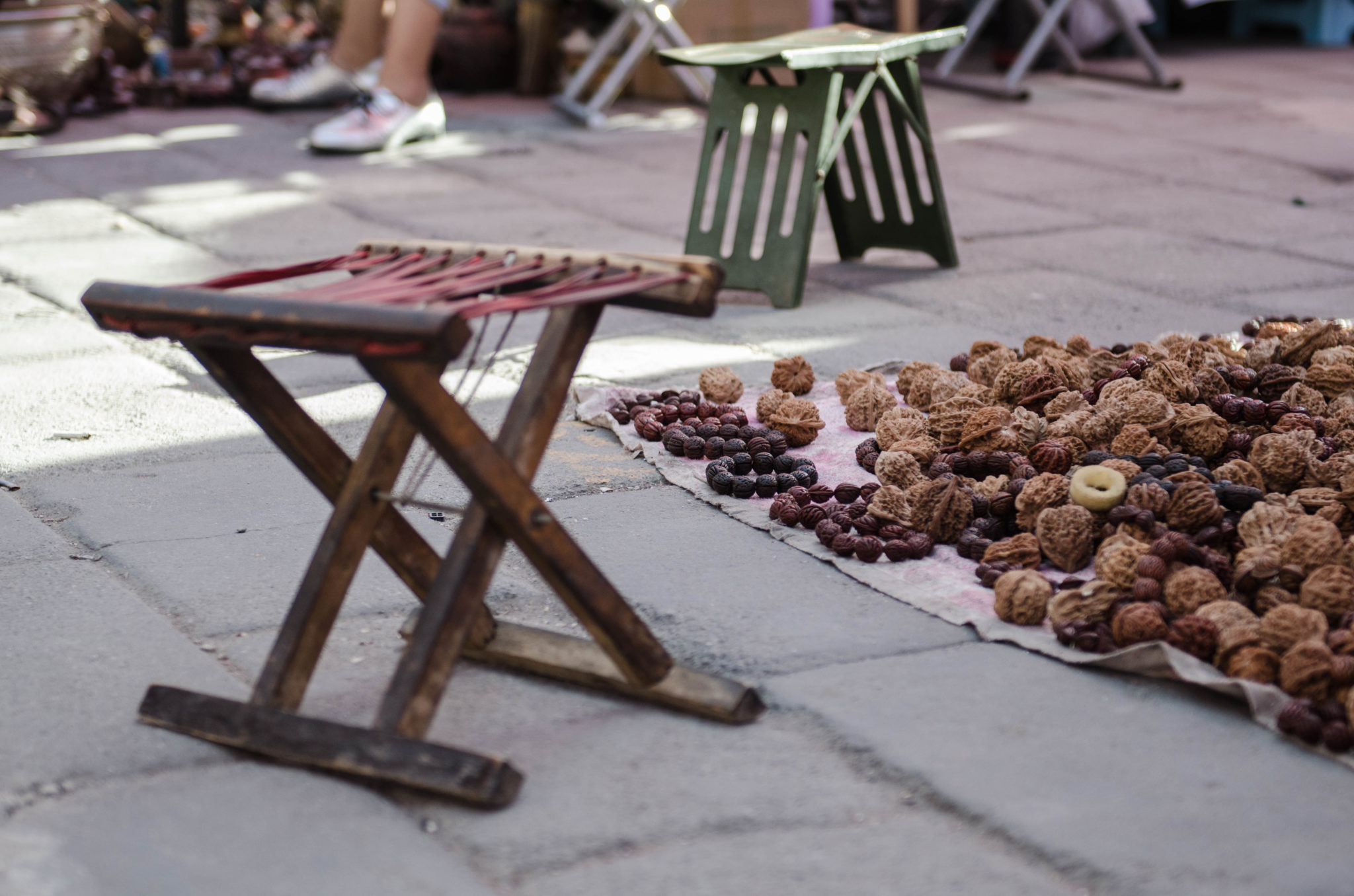 Auch Möbelstücke findet man auf dem Panjiayuan Markt in Peking
