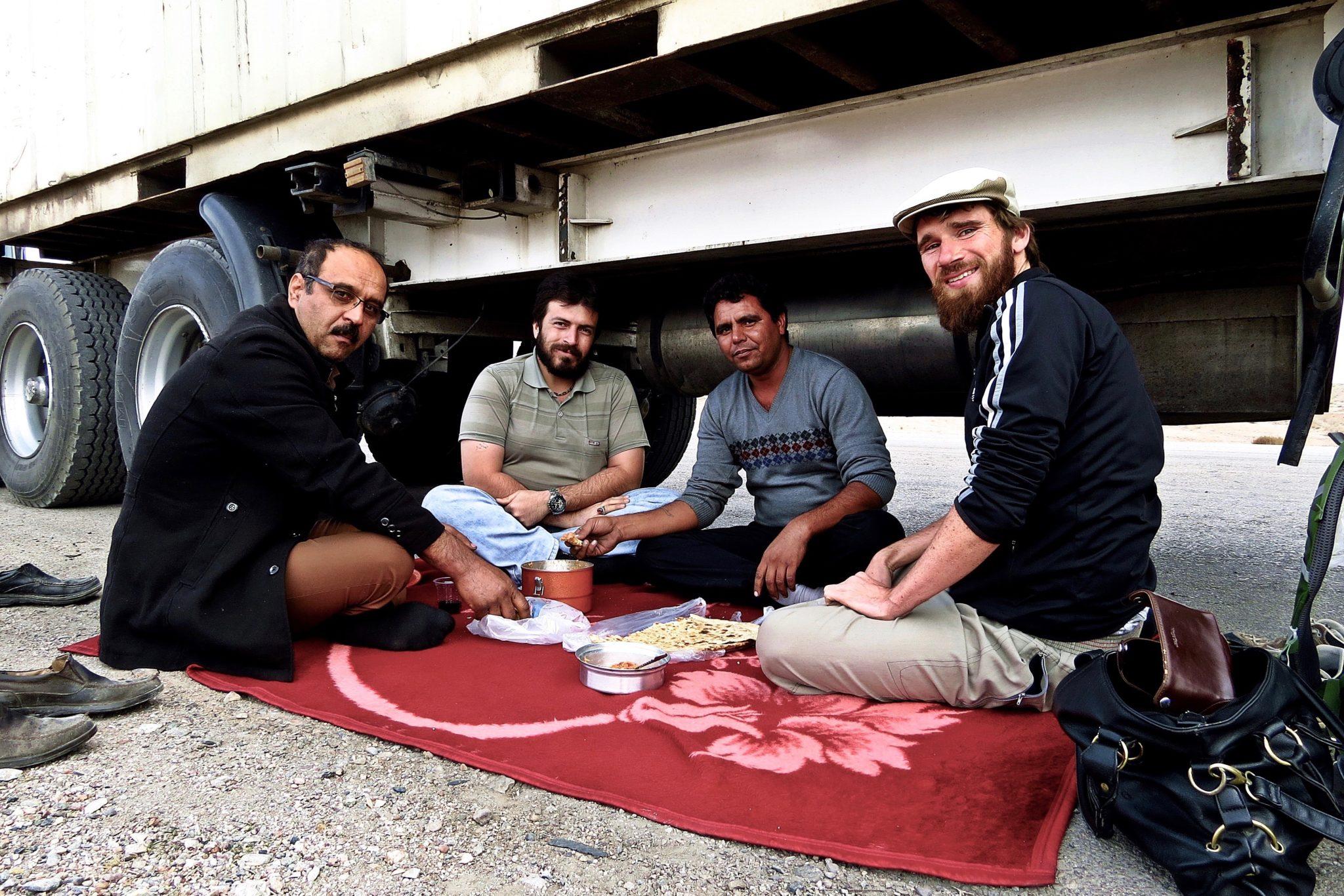 Per Anhalter nach Indien: Unzählige Geschichten und endlose Straßen