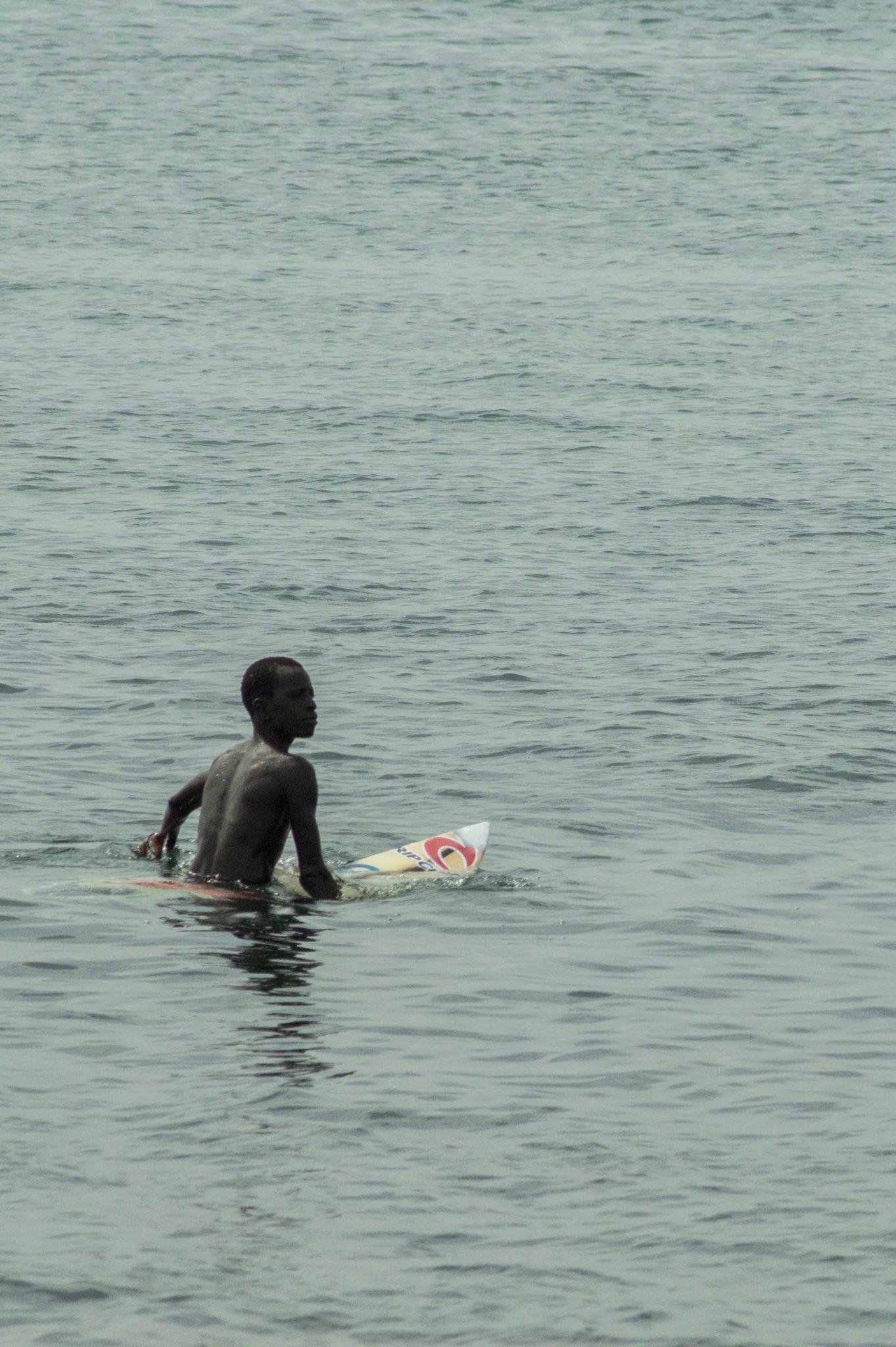Surf Senegal: Warten muss man auch hier, nämlich auf die perfekte Welle.
