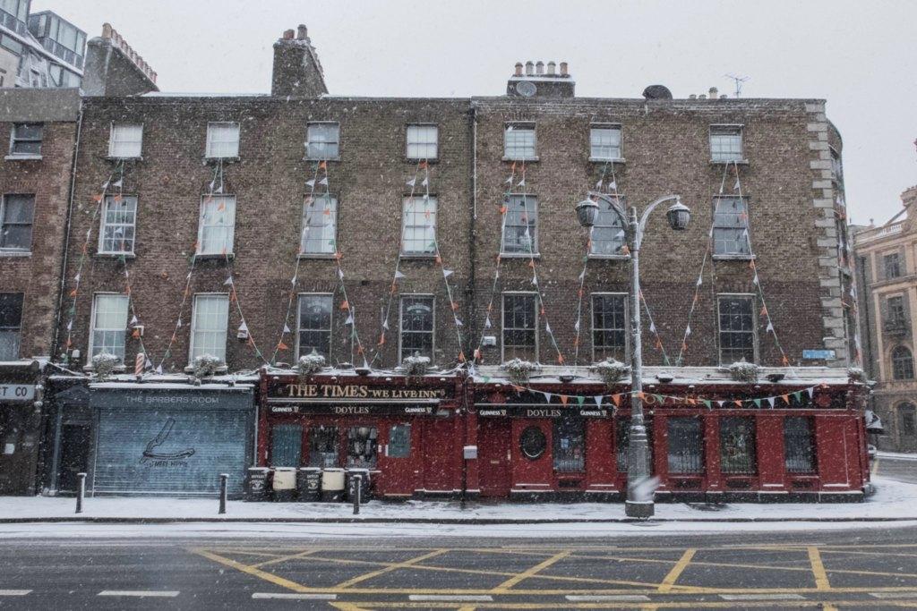 Dublin temple bar schneechaos 1024x683