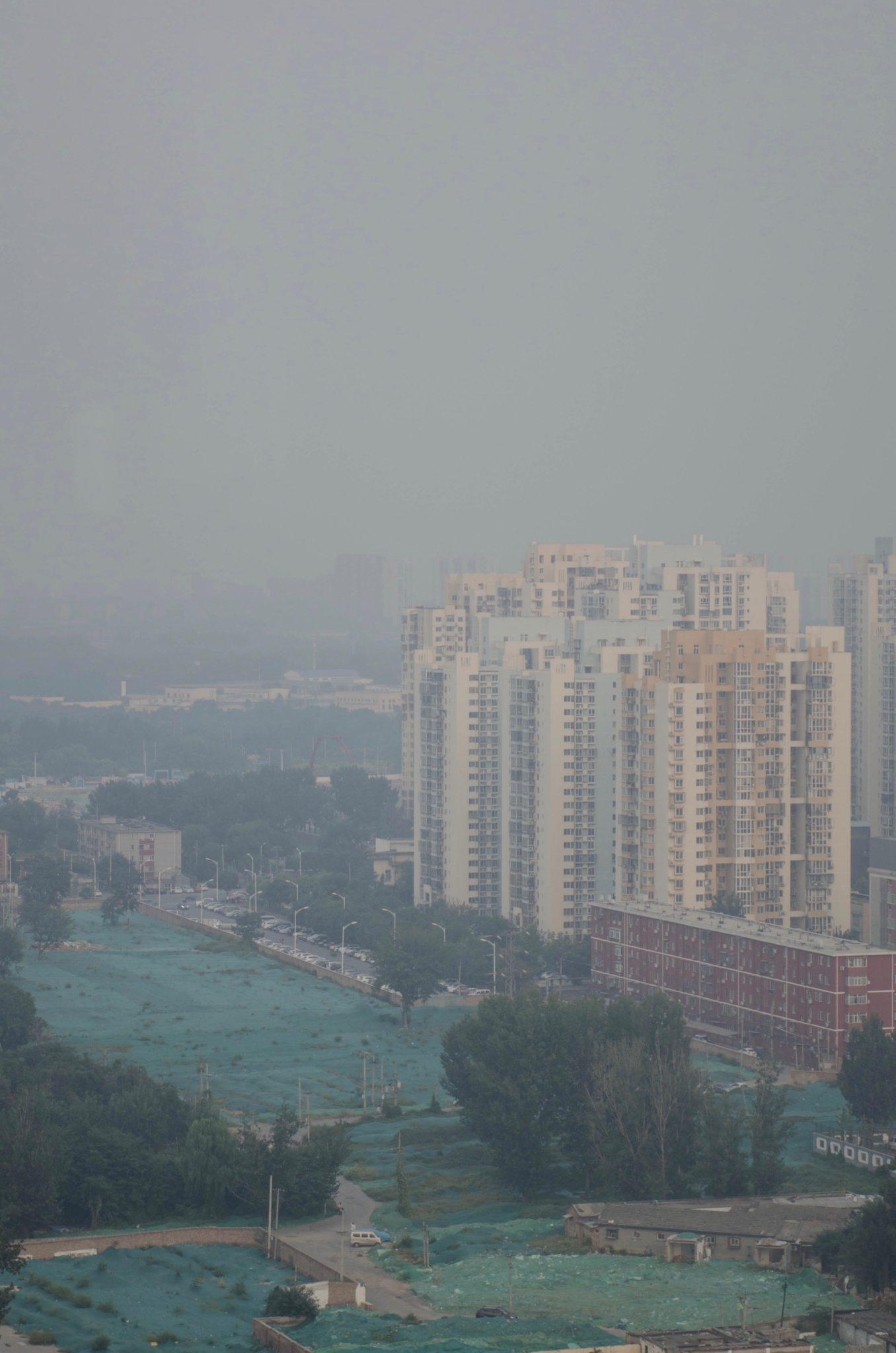 EAST Hotel Peking: Die Aussicht vom Zimmer ist typisch à la Peking