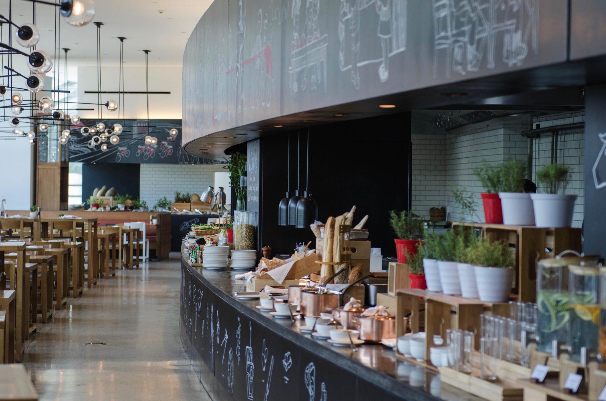 EAST Hotel Peking: Zum Frühstpck sollte man auf jeden Fall Zeit mitbringen