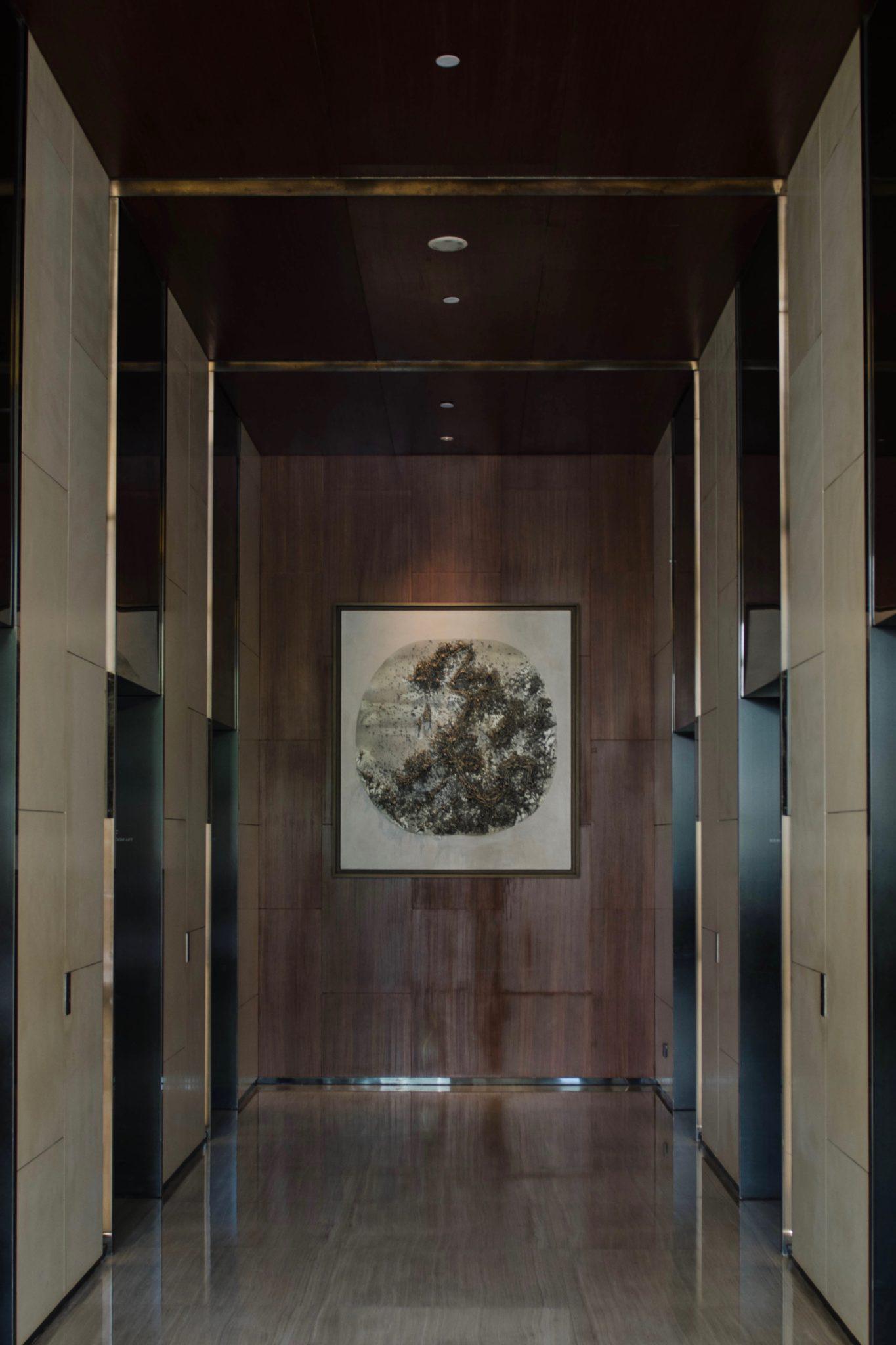 Ein Kunstwerk am Fahrstuhl