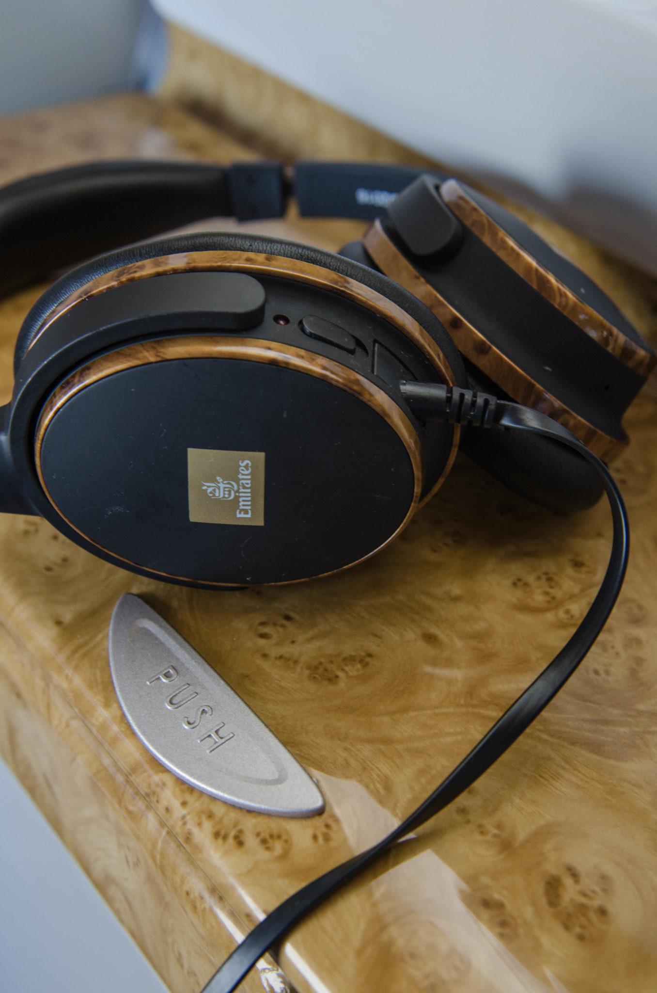 Die Emirates Business Class überzeugt mit Bose Kopfhörern