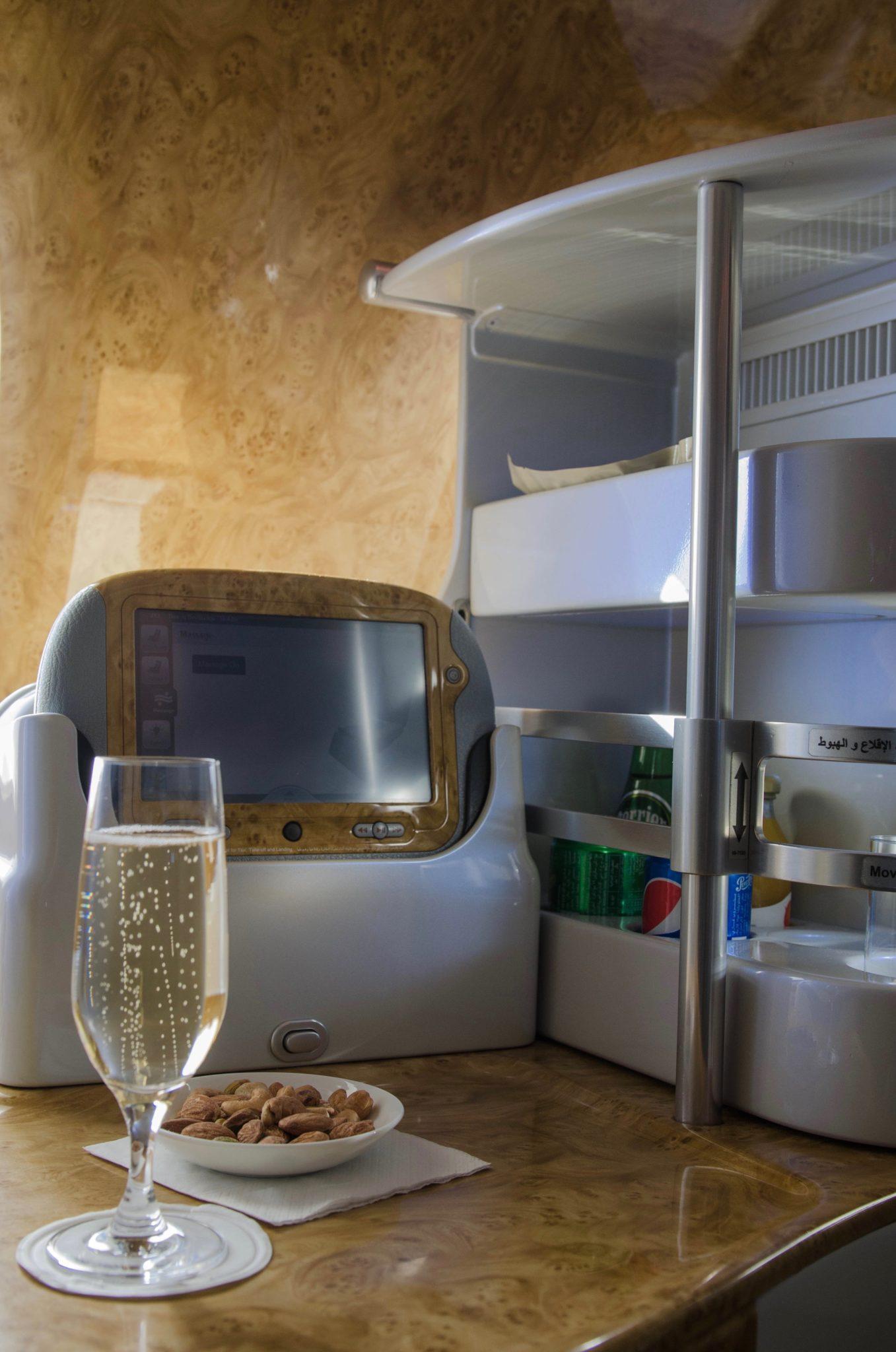 Emirates Business Class im A380: Champagner darf den gesamten Flug über getrunken werden