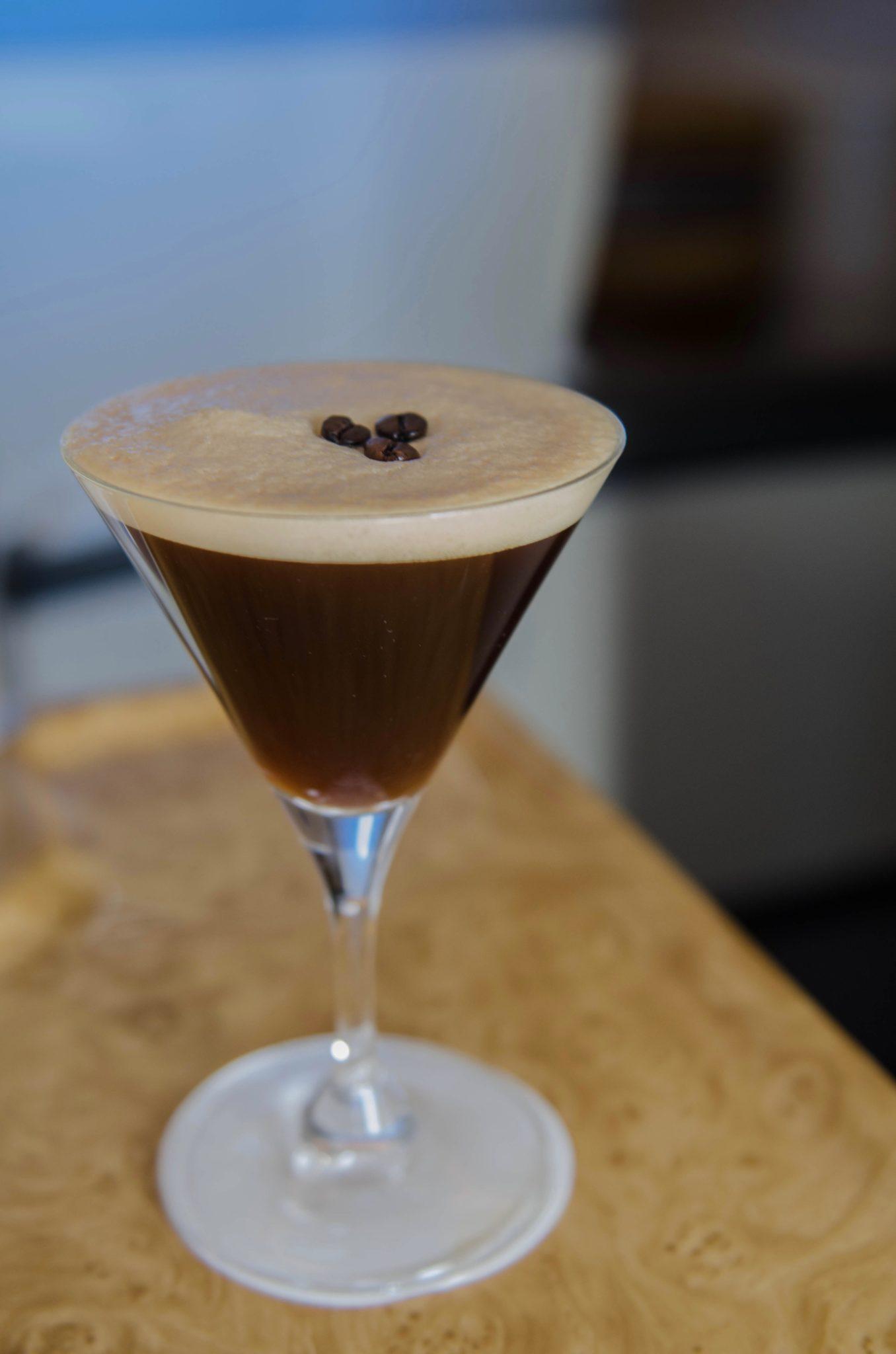 Emirates Business Class A380: Espresso Martini schmeckt in der Luft besonders gut