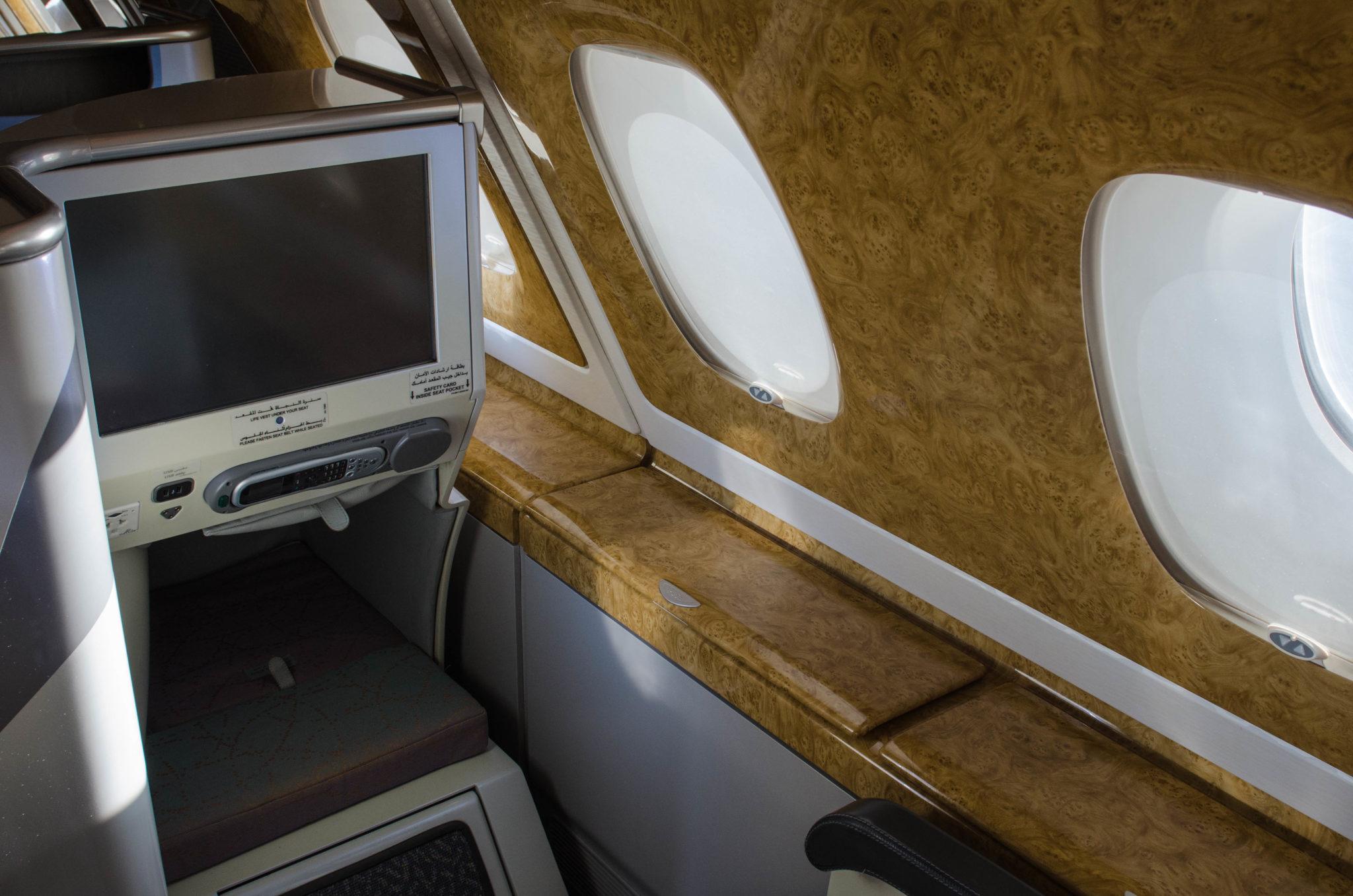 Emirates Business Class A380: Platz gibt es in jedem Sitz ohne Ende