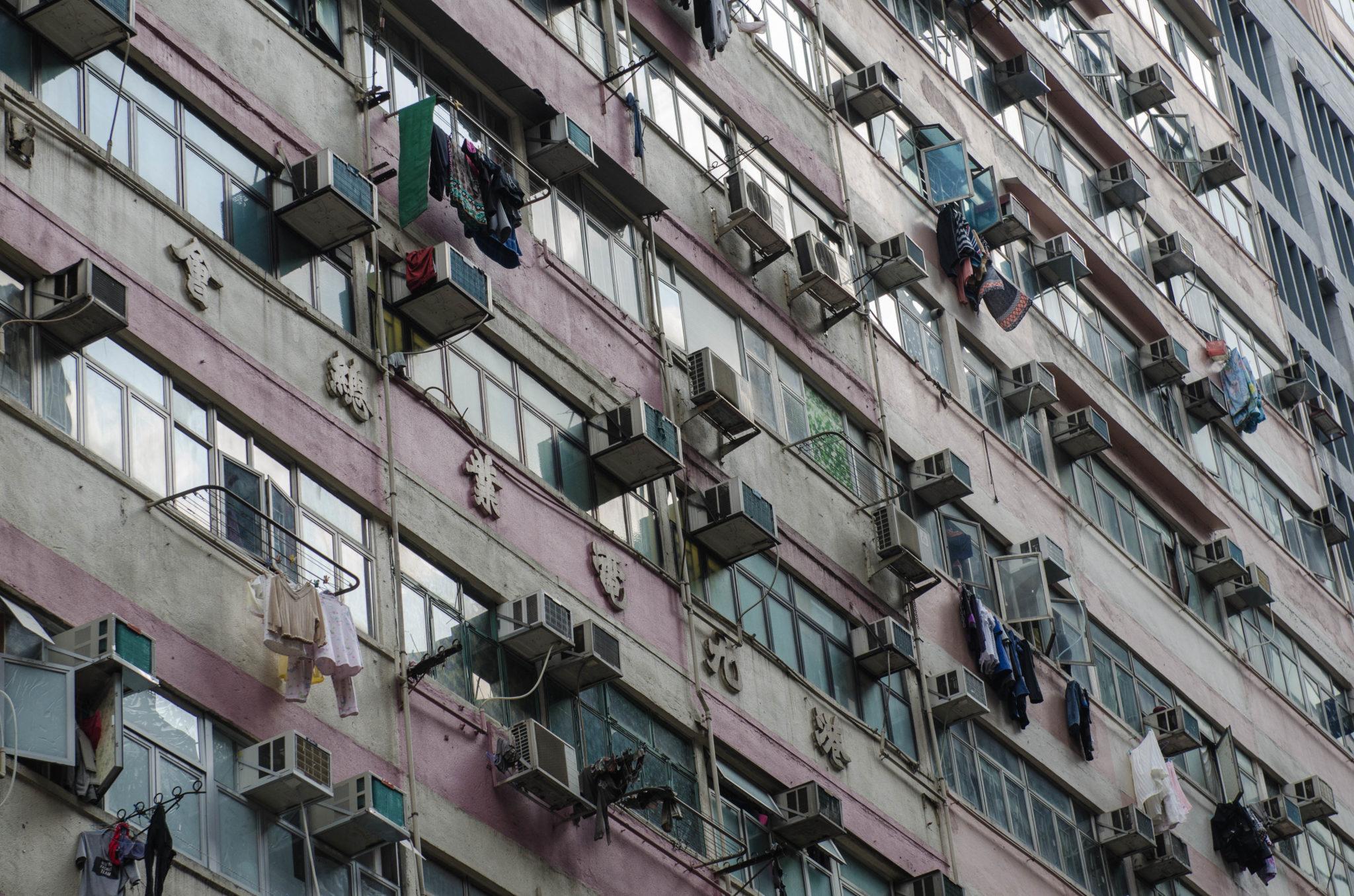 Die Hochhausfassaden sind ein typischen Merkmal von Hongkong.