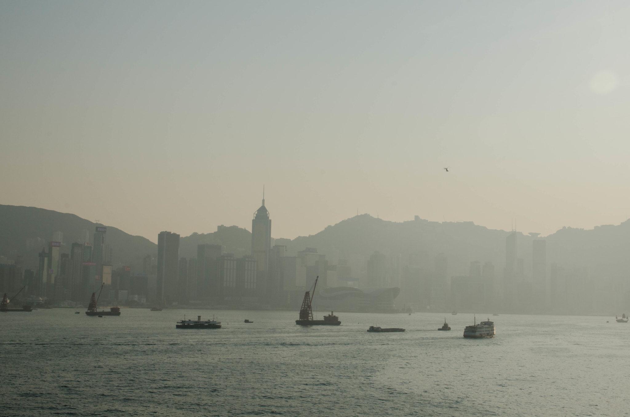 Hongkong Reisetipps: Allein der Anblick der Skyline von Hongkong Island ist der Hammer.