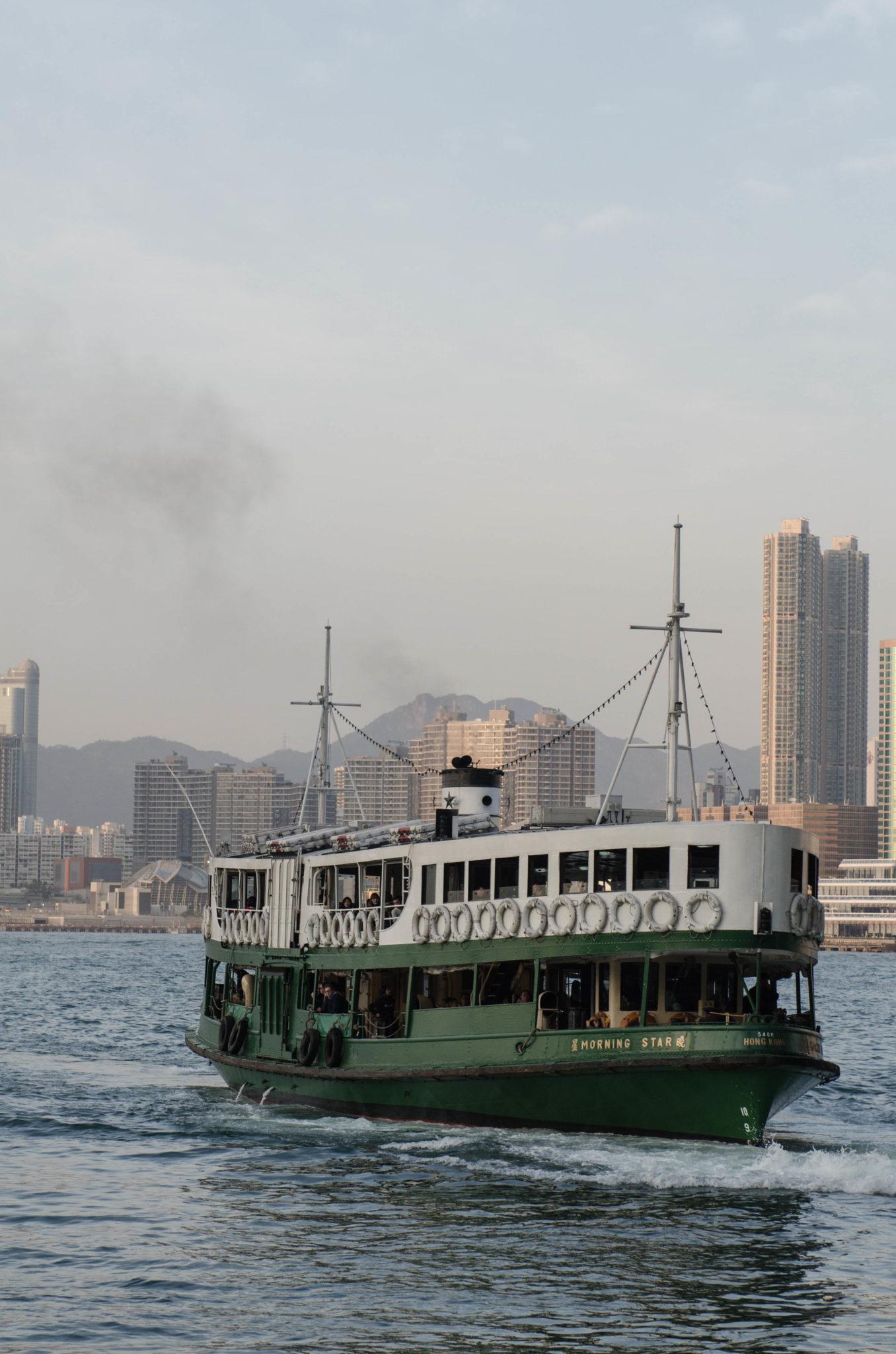 Eine Fahrt mit der Star Ferry darf bei einer Reise nach Hongkong nicht fehlen