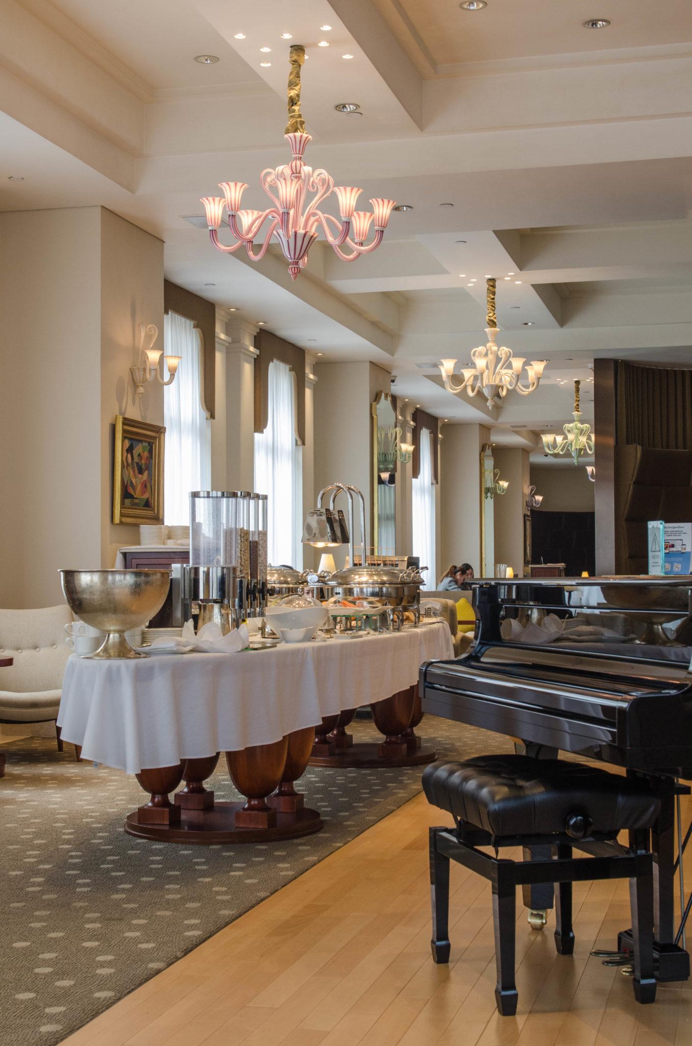 Lanson Place Hotel Hongkong: In der Lobby wird auch das Frühstück serviert
