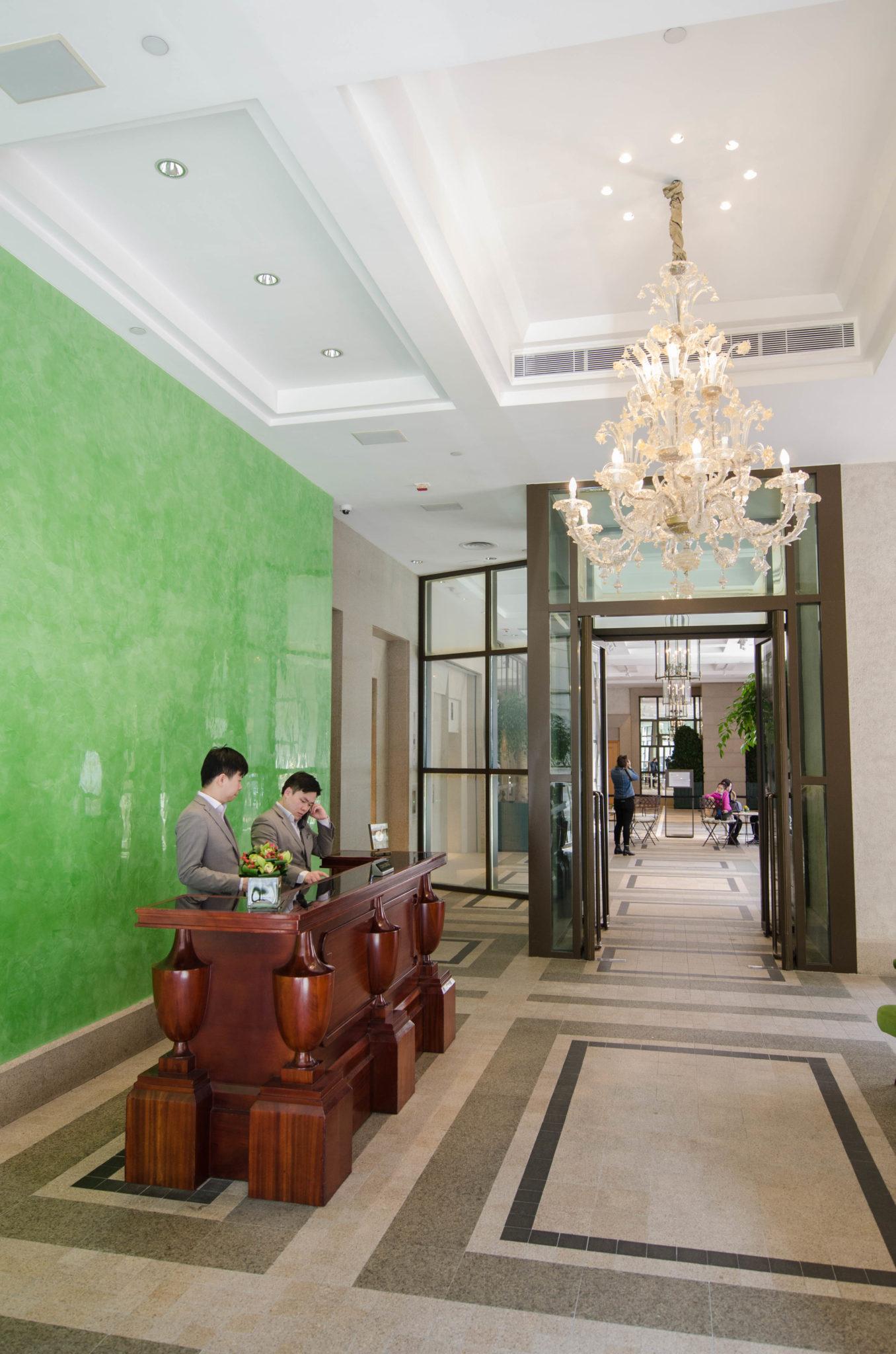 Lanson Place Hotel Hongkong: Der Eingangsbereich führt in die Belle Epoque