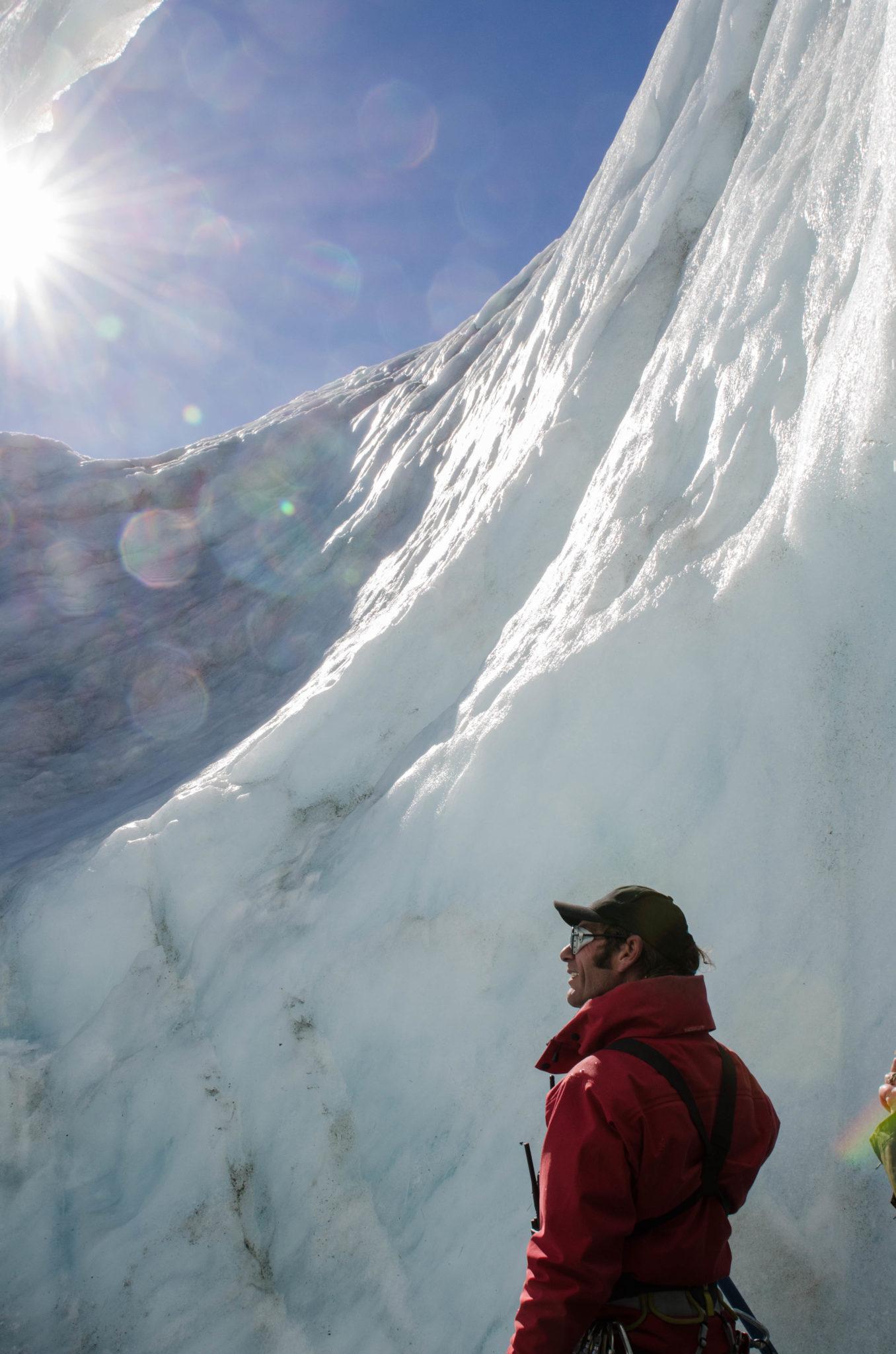 Mount Cook Neuseeland Gletscherwanderung: Gletscherführer Ant weiß genau, wo es langgeht